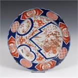 Reserve: 80 EUR        Imari-Teller mit geschweiftem Rand. China, Porzellan, wohl um 1900.