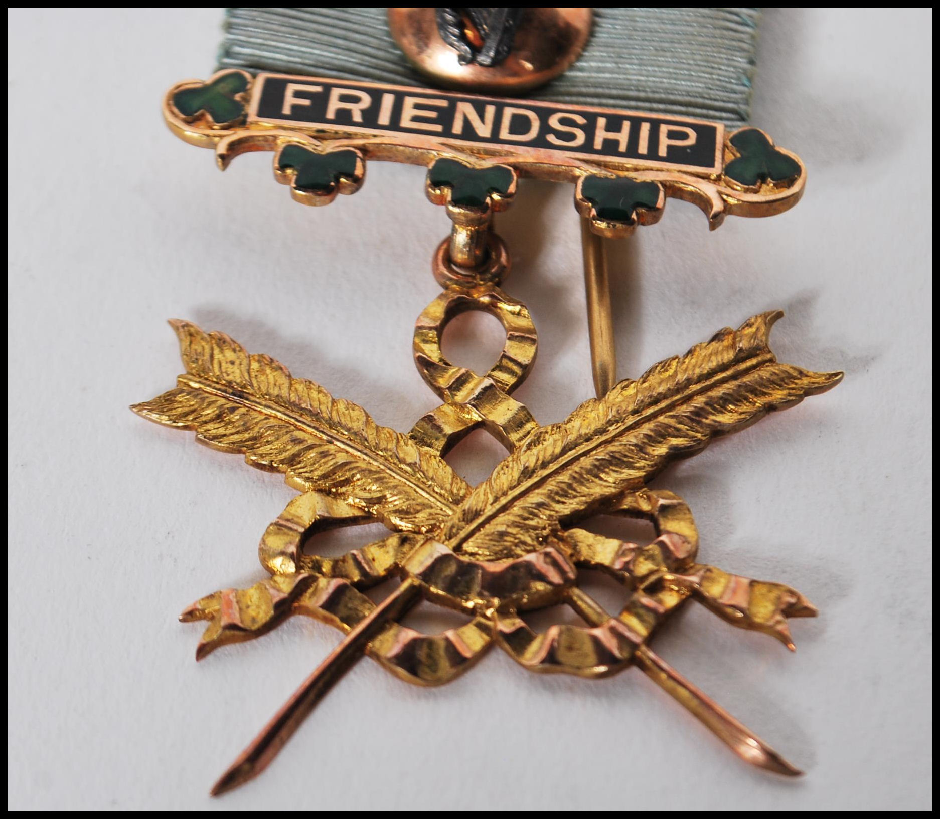 A hallmarked 9ct gold Masonic medal of Social Friendship, stamped to verso Presented to Bro: J.H. - Image 2 of 7