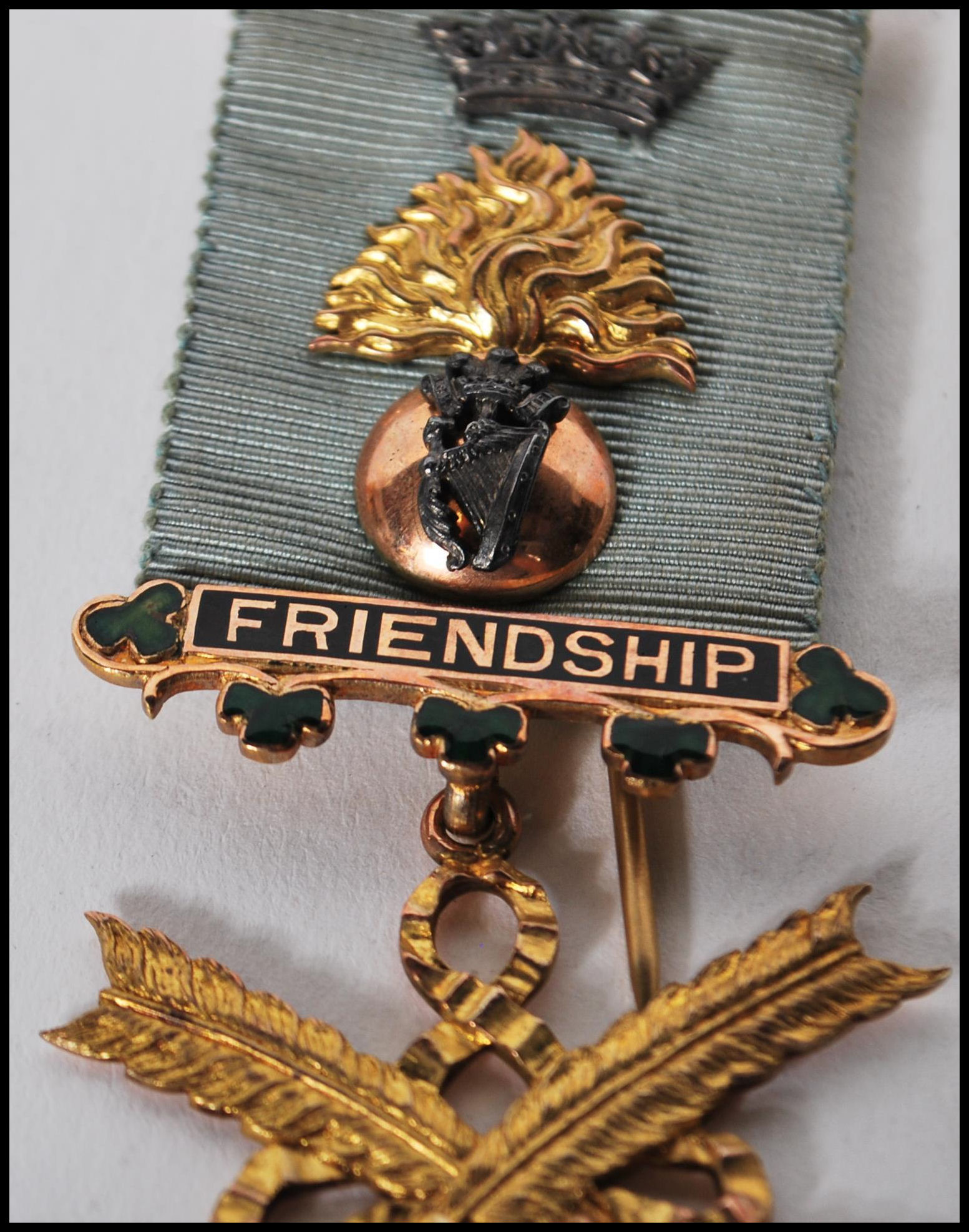 A hallmarked 9ct gold Masonic medal of Social Friendship, stamped to verso Presented to Bro: J.H. - Image 3 of 7