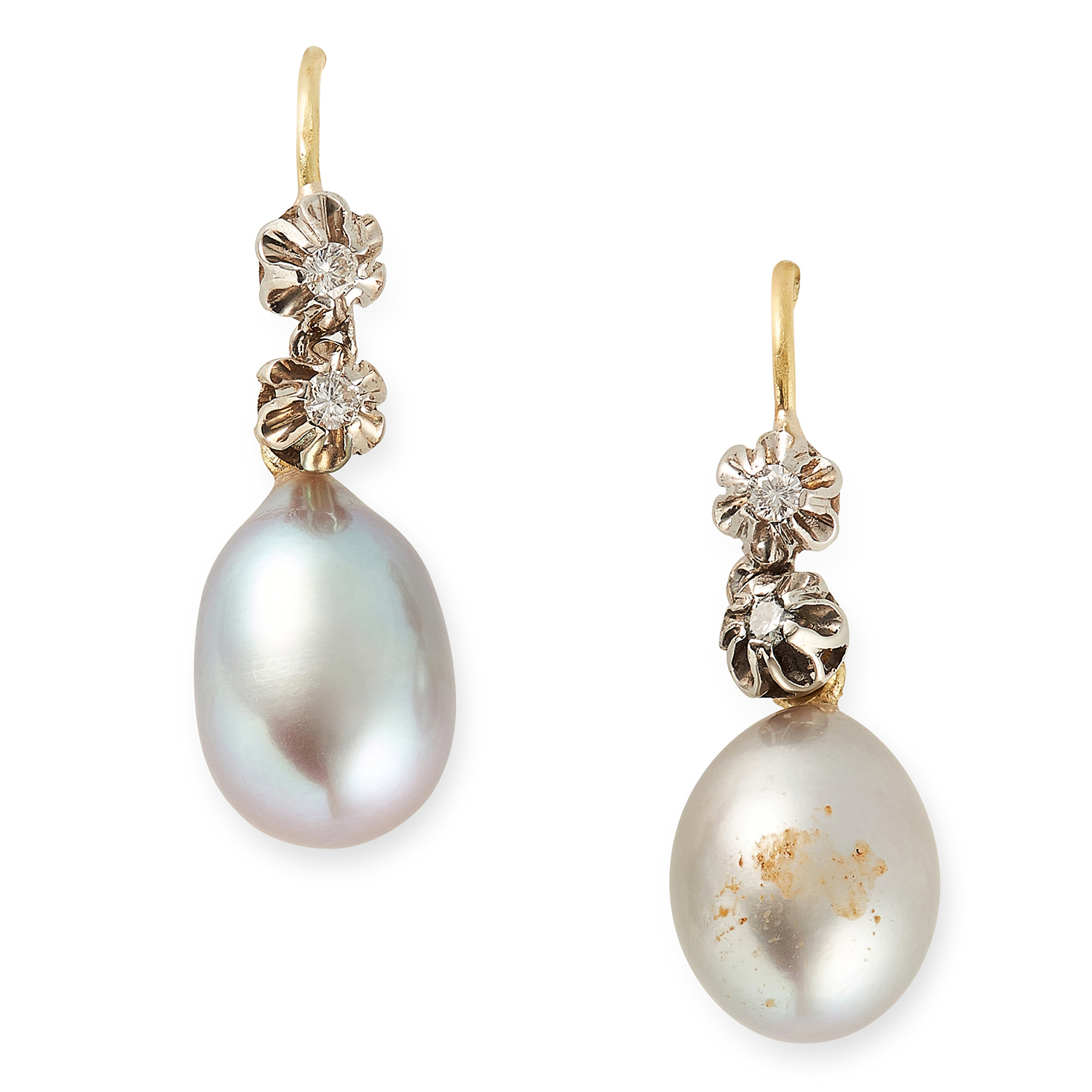 Los 43 - A PAIR OF PEARL AND DIAMOND EARRINGS the articulated bodies of each set with round cut diamonds