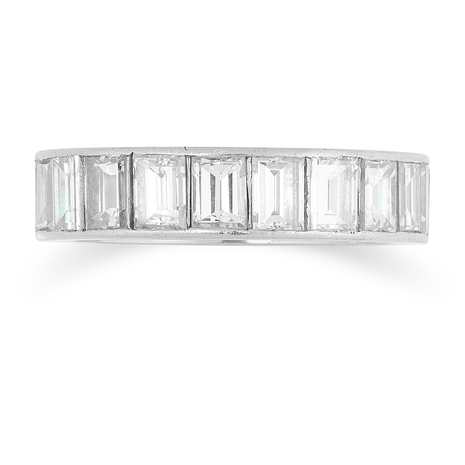 Los 23 - A 4.40 CARAT DIAMOND ETERNITY RING set with approximately 4.40 carats of baguette cut diamonds, size