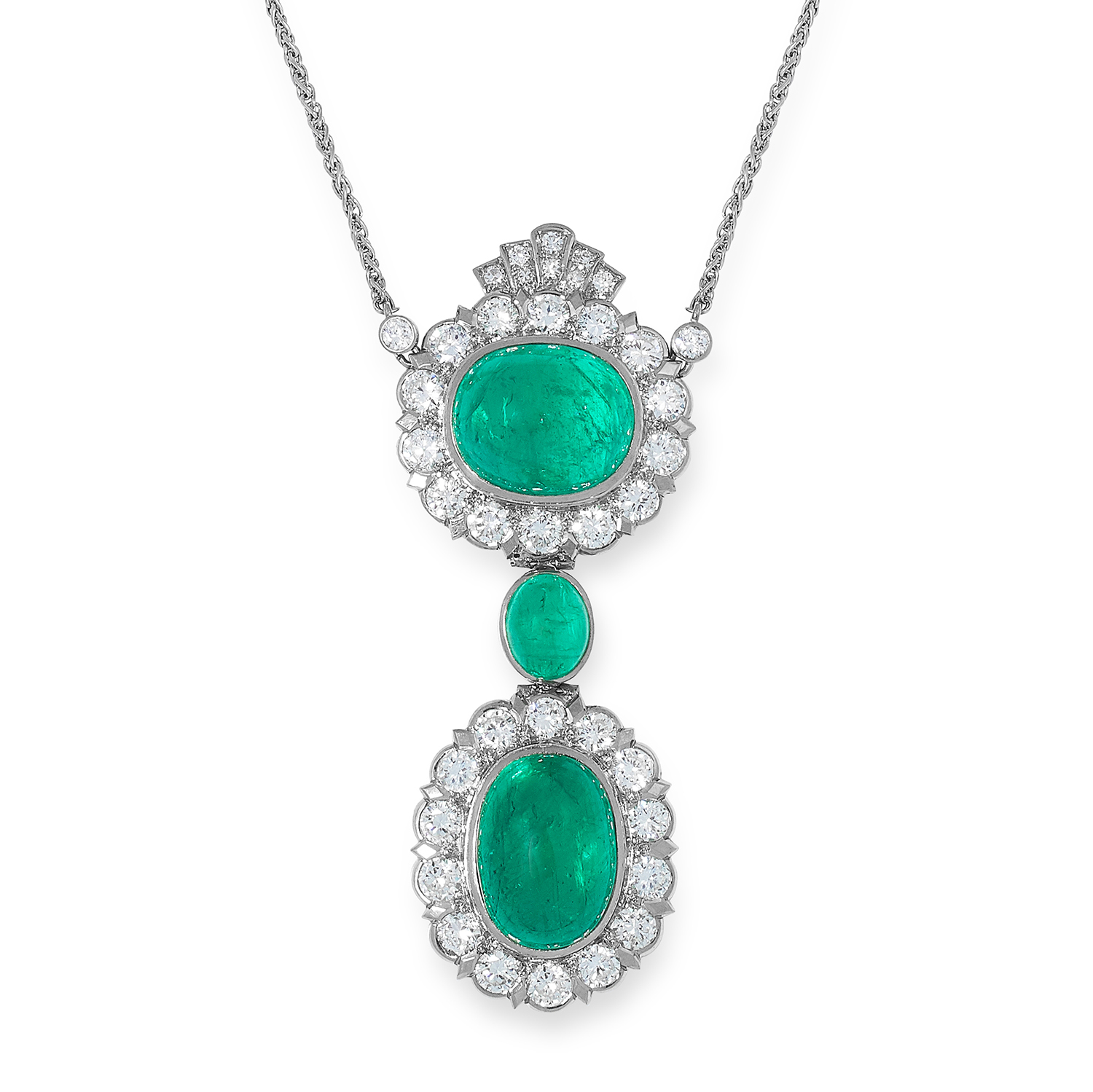 Los 46 - AN EMERALD AND DIAMOND PENDANT NECKLACE set with three cabochon emeralds of 12.39, 11.83 and 2.09