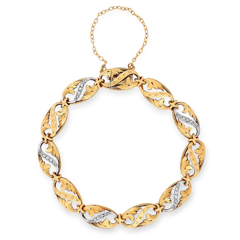 Los 27 - A VINTAGE DIAMOND BRACELET, FRENCH the openwork floral links set with rose cut diamonds, 17.0cm 16.
