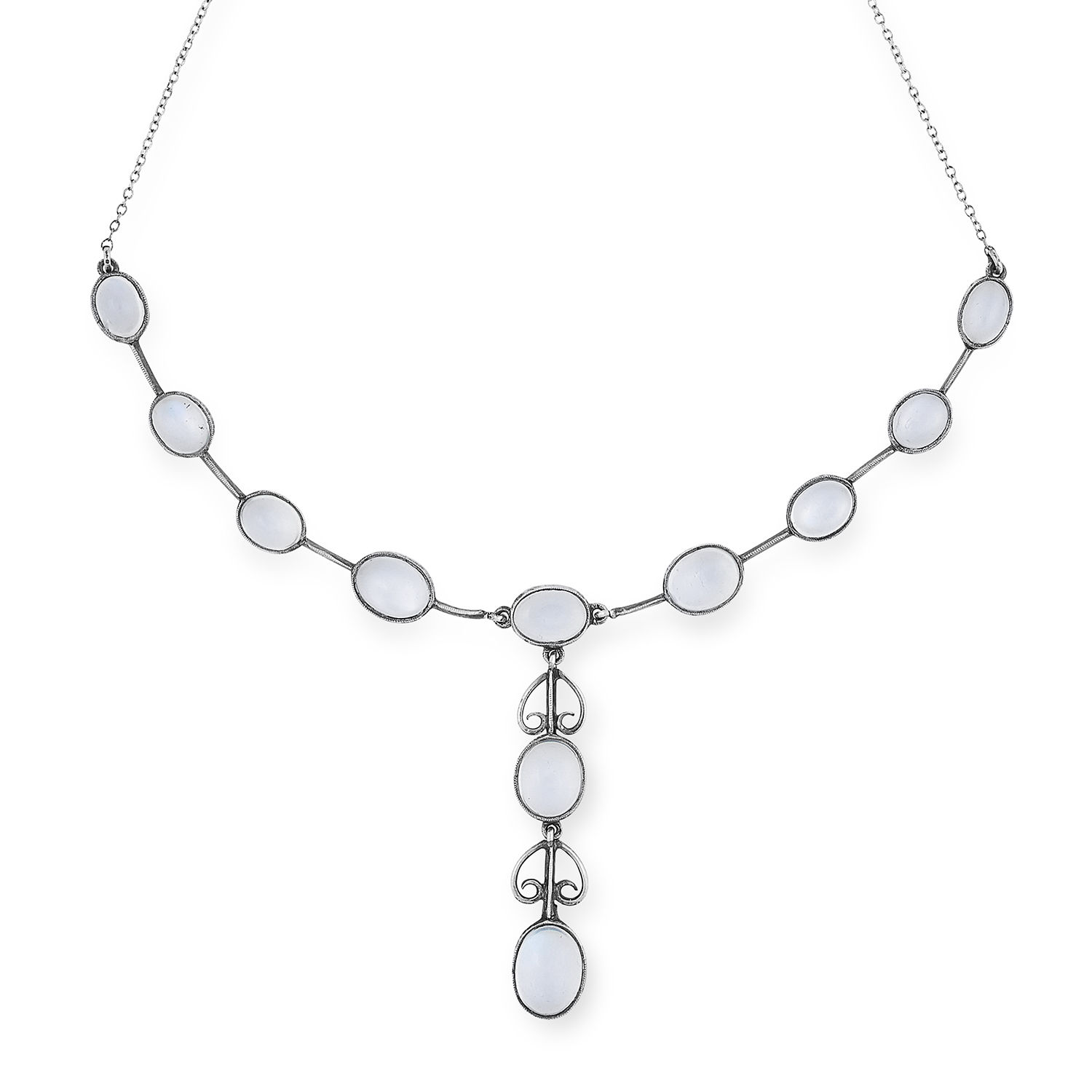 Los 30 - AN ARTS AND CRAFTS MOONSTONE NECKLACE set with cabochon moonstones accented by scrolling motifs,