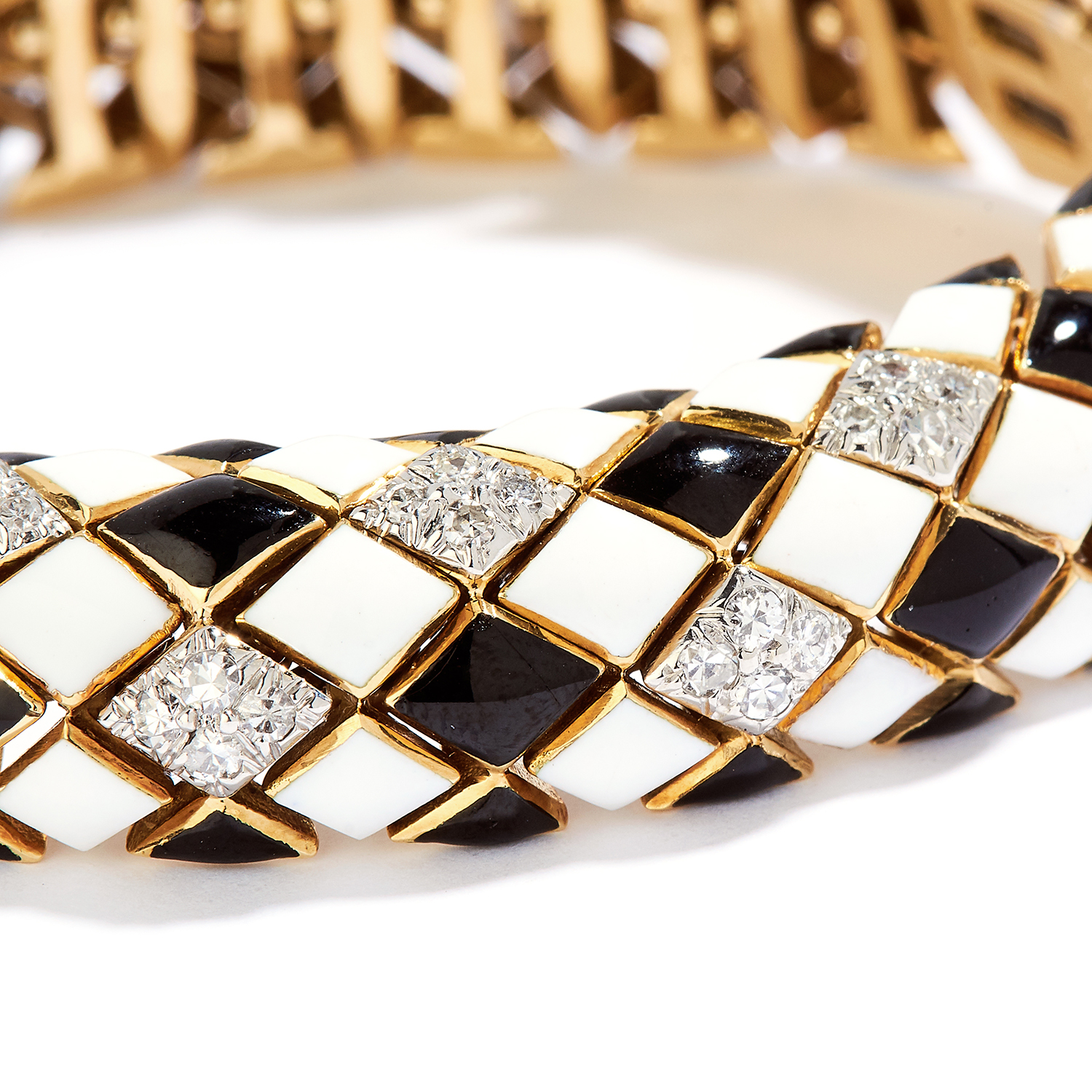 Los 54 - DIAMOND AND ENAMEL BRACELET, DAVID WEBB in 18ct yellow gold, the articulated bracelet is set with