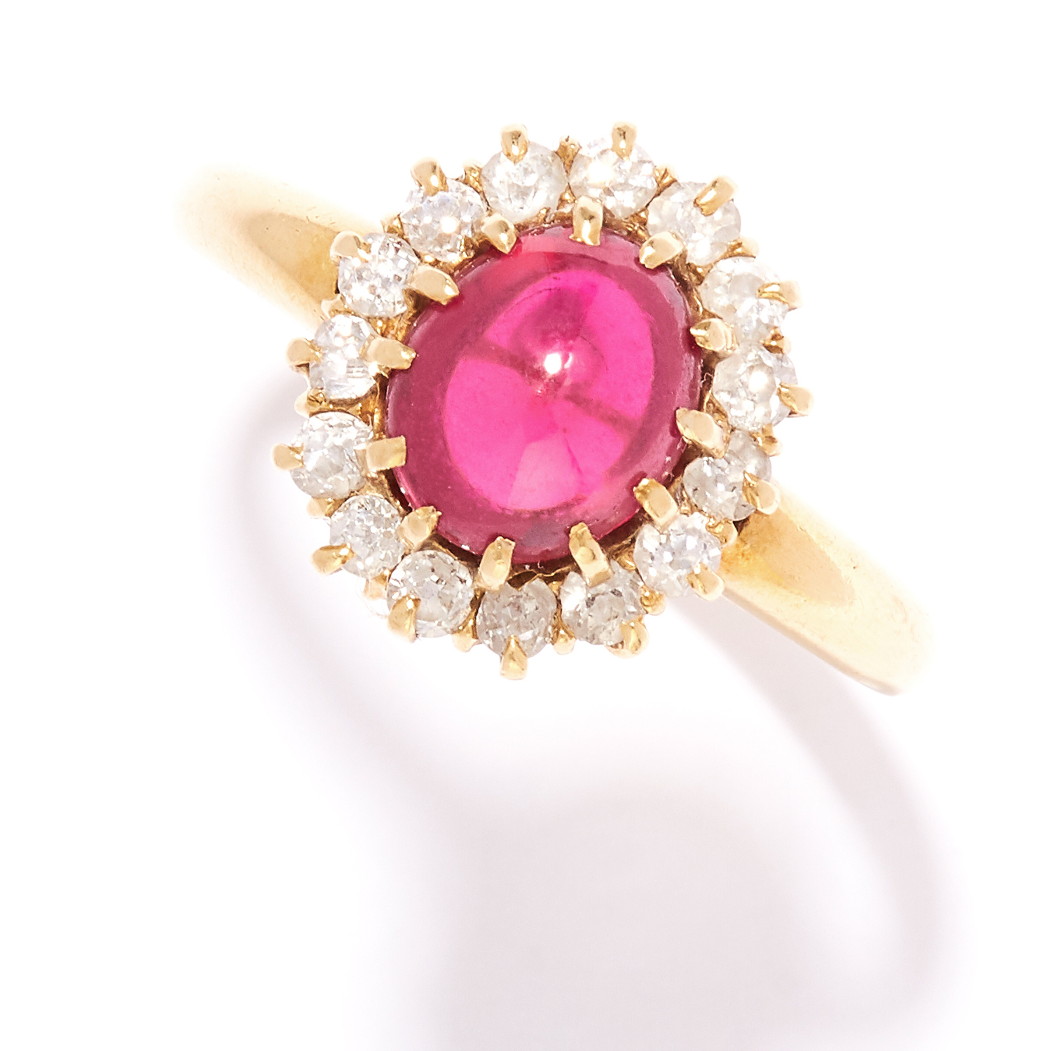 Los 46 - ANTIQUE RUBY AND DIAMOND RING, EARLY 20TH CENTURY in 18ct yellow gold, comprising of a cabochon ruby