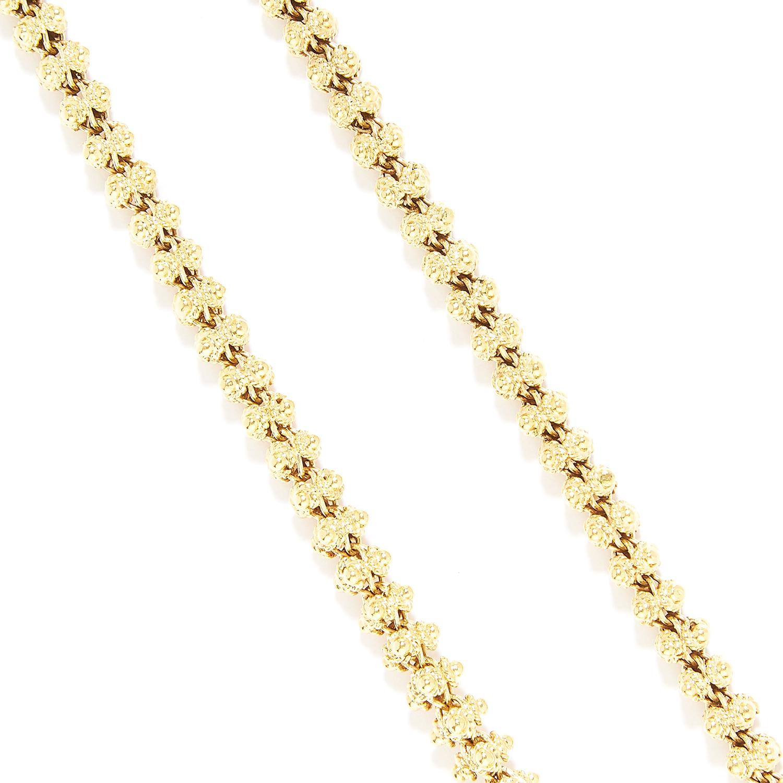 Los 9 - ANTIQUE FANCY LINK LONG CHAIN in yellow gold, comprising of a fancy link long chain, British