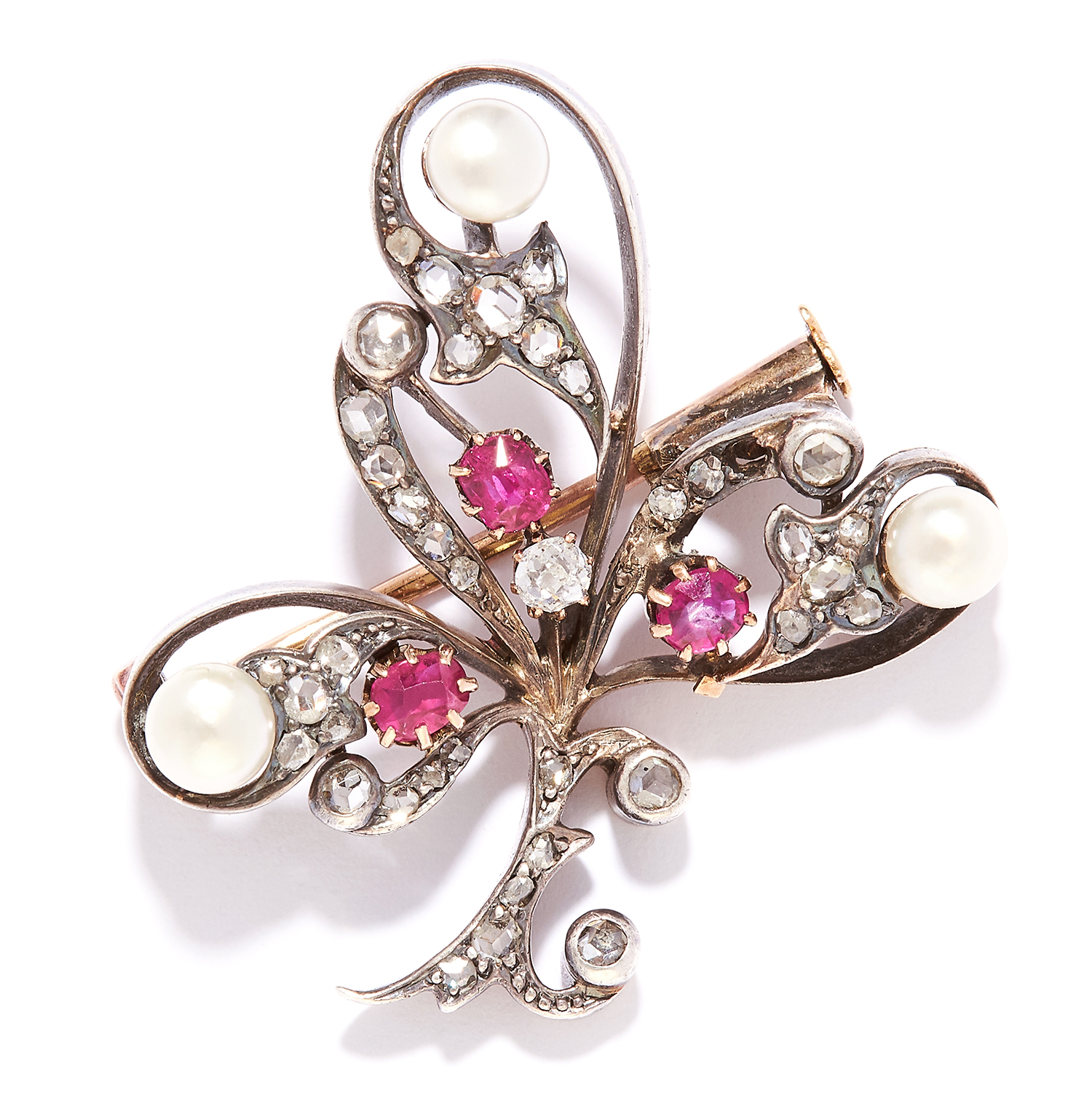 Los 42 - ANTIQUE RUBY, PEARL AND DIAMOND BROOCH, ASPREY in yellow gold, in clover motif, set with rose cut