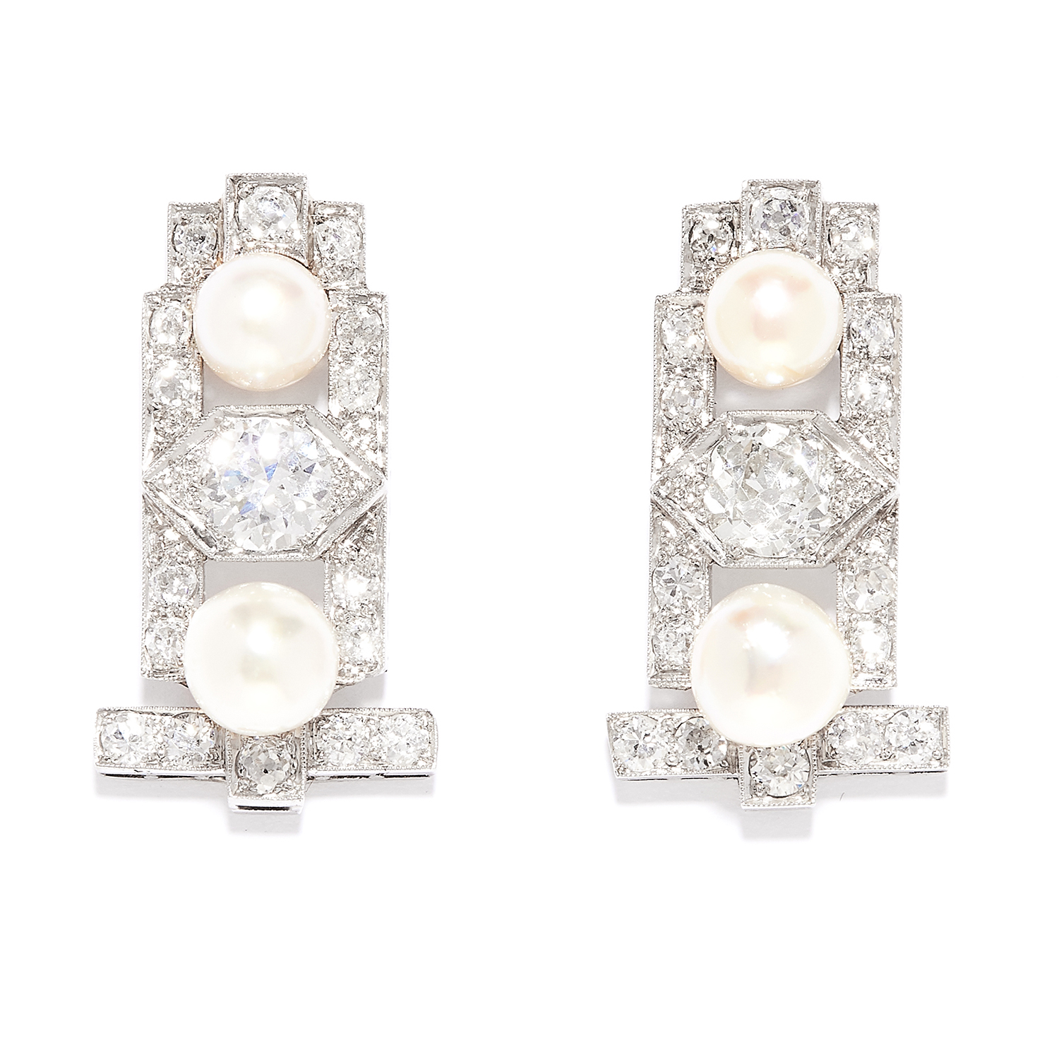 Los 33 - ANTIQUE ART DECO DIAMOND AND PEARL EARRINGS in 18ct white gold, in Art Deco style, each set with a