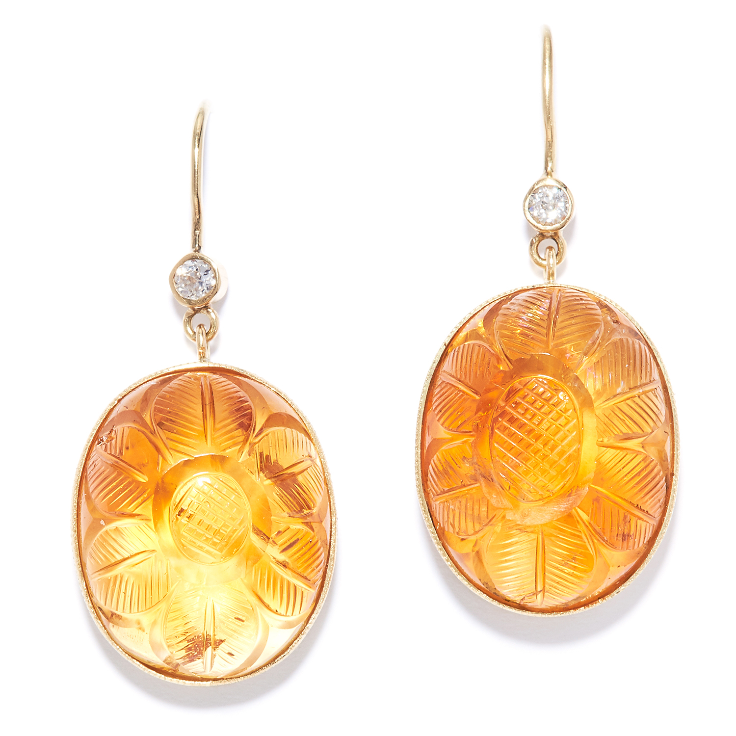 Los 15 - MUGHAL CARVED CITRINE AND DIAMOND EARRINGS in yellow gold, each comprising of a round cut diamond