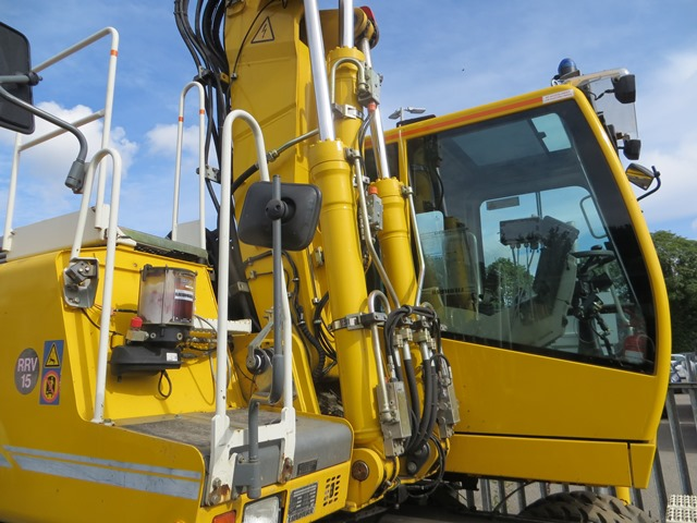 Liebherr A900C ZW road / rail excavator s/n 364 (2013) running hours approx 2,500. On-Track Plant - Image 3 of 12