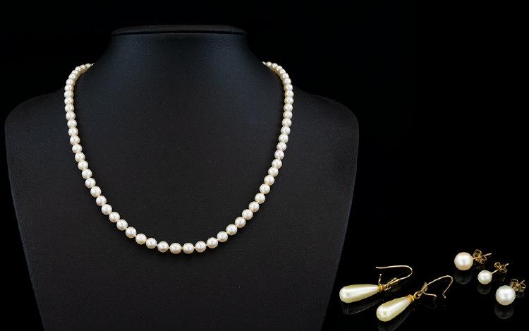 Lot 82 - Fine Quality Single Strand Cultured Pear