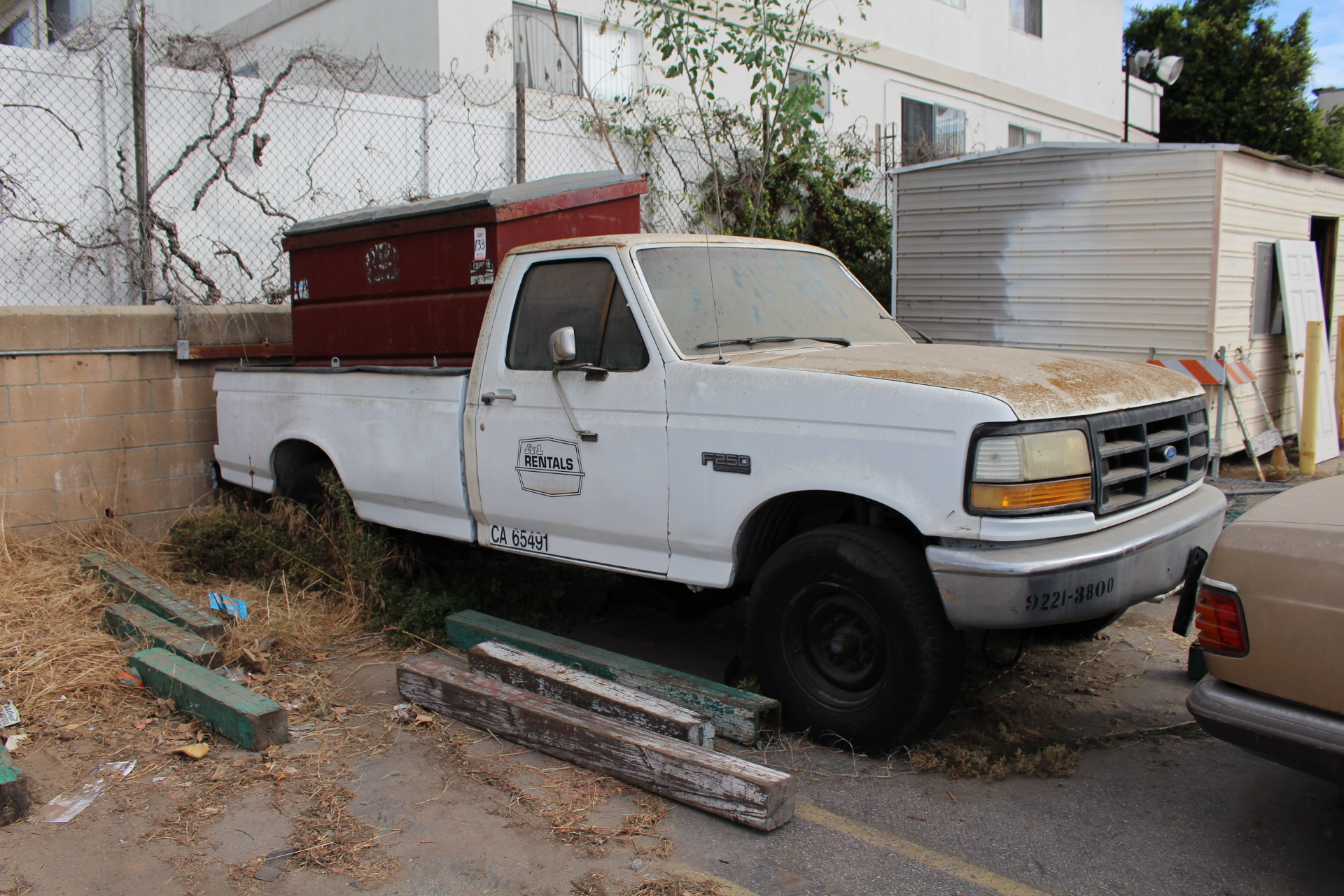 Lot 125 - 1992 FORD F250 CUSTOM, VIN 2FTHF25M4NCA27002, STANDARD CAB, 8' BED, DIESEL, LIC 4M00720, OUT OF
