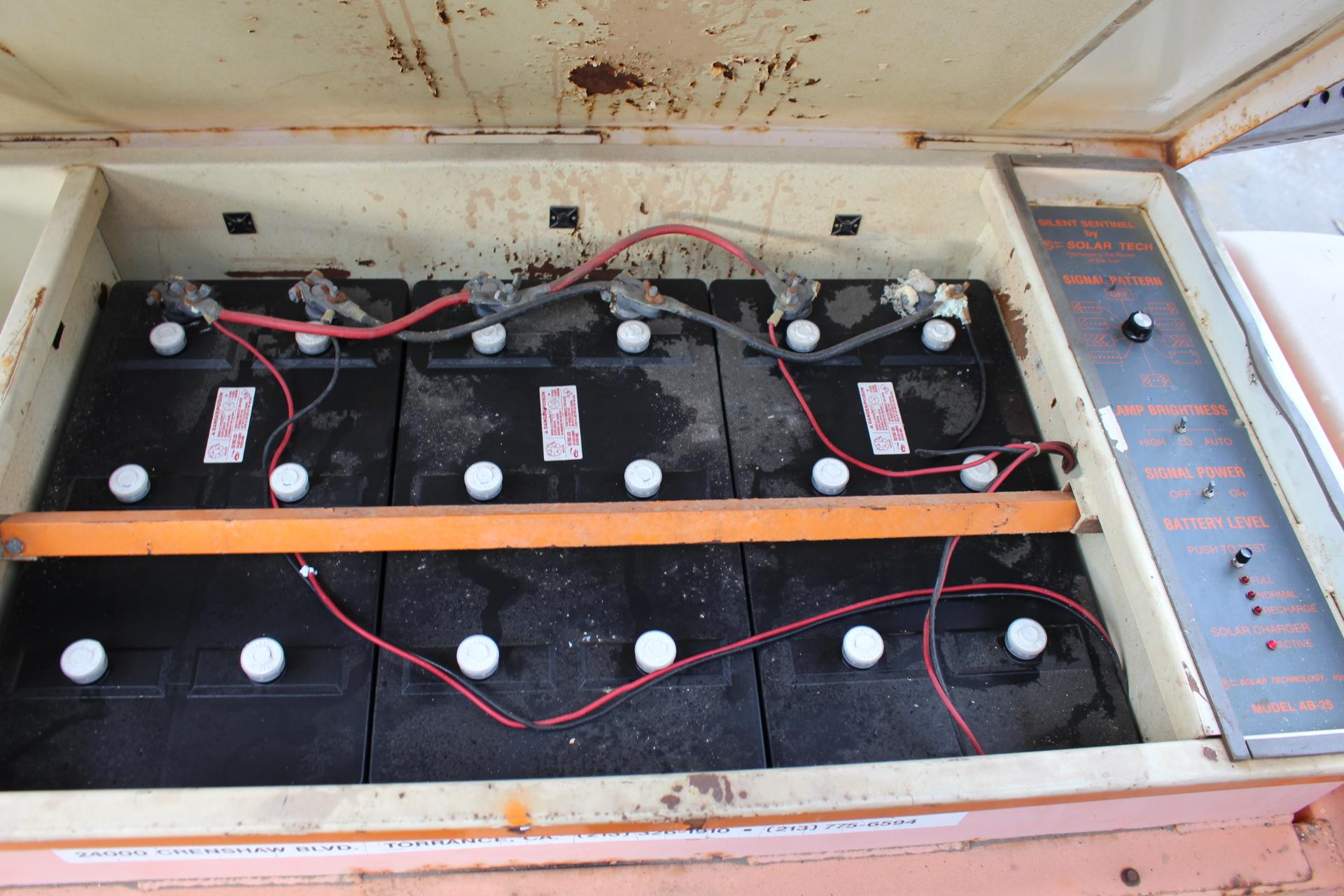 Lot 46 - SOLAR TRAFFIC CONTROL SIGN ON TRAILER, W/ BATTERIES