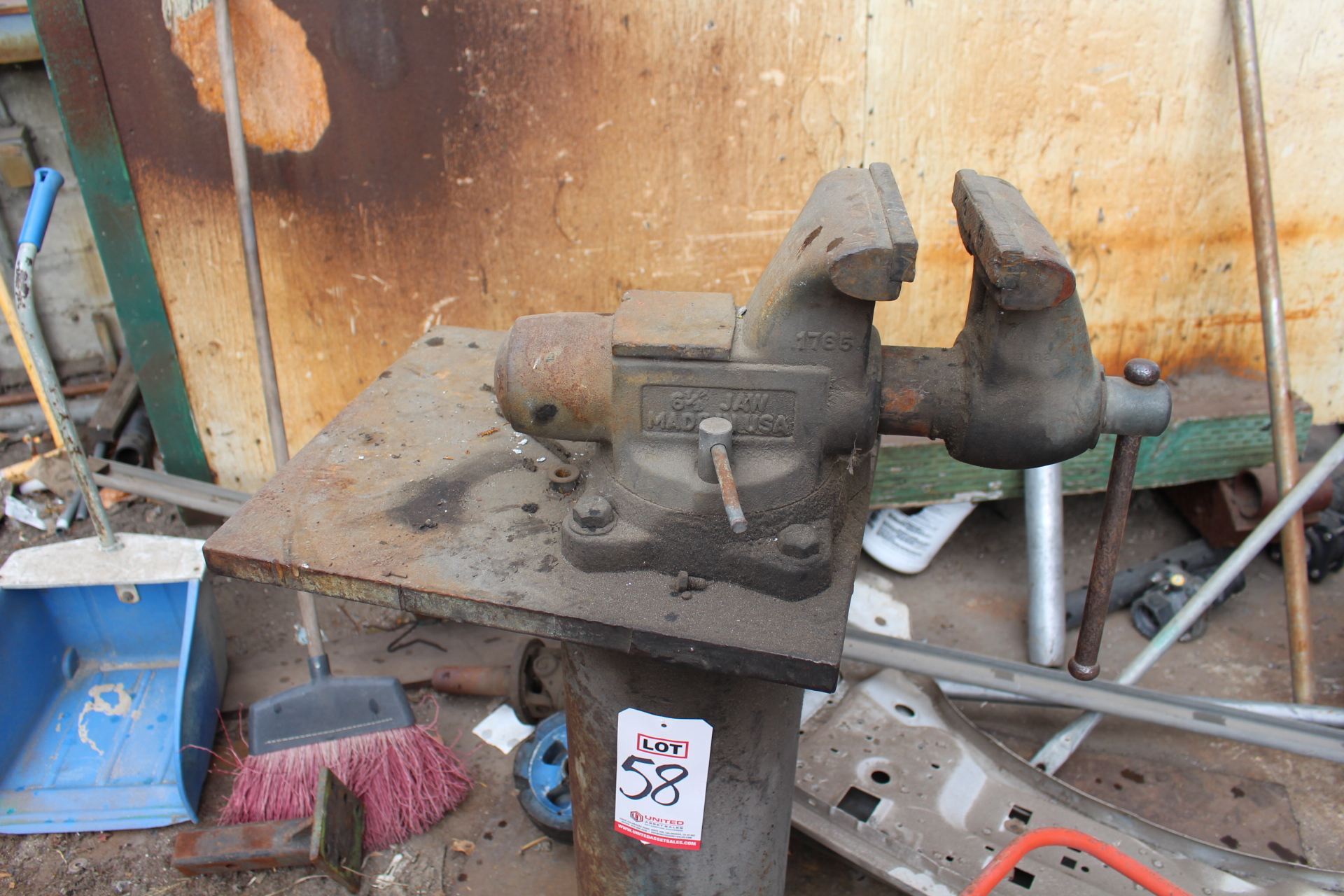 """Lot 58 - ***VOID*** 6-1/2"""" BENCH VISE ON HEAVY DUTY STAND"""