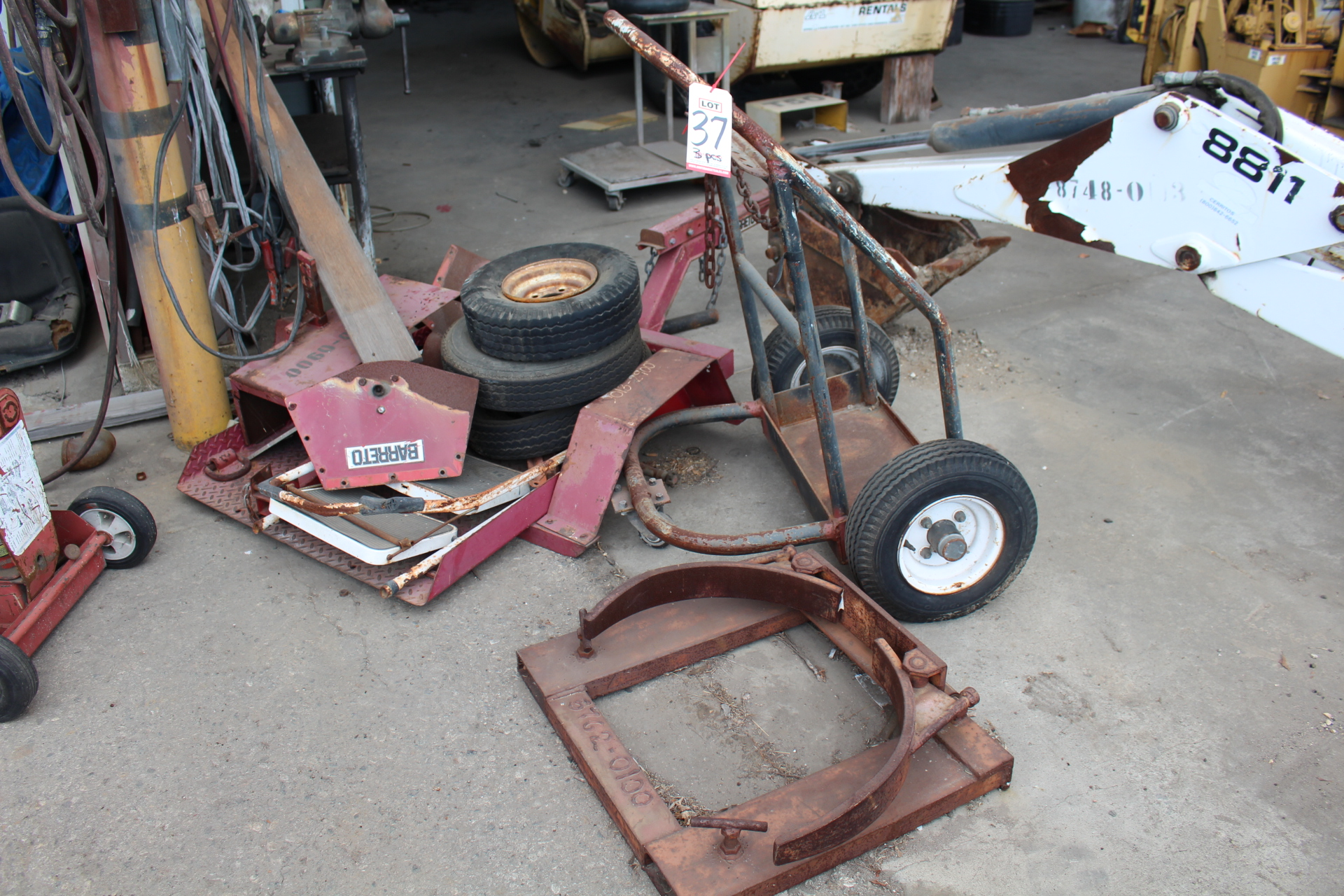 Lot 37 - LOT - TANK CART, FORKLIFT BARREL CLAMP, SMALL EQUIPMENT TRAILER, OUT OF SERVICE