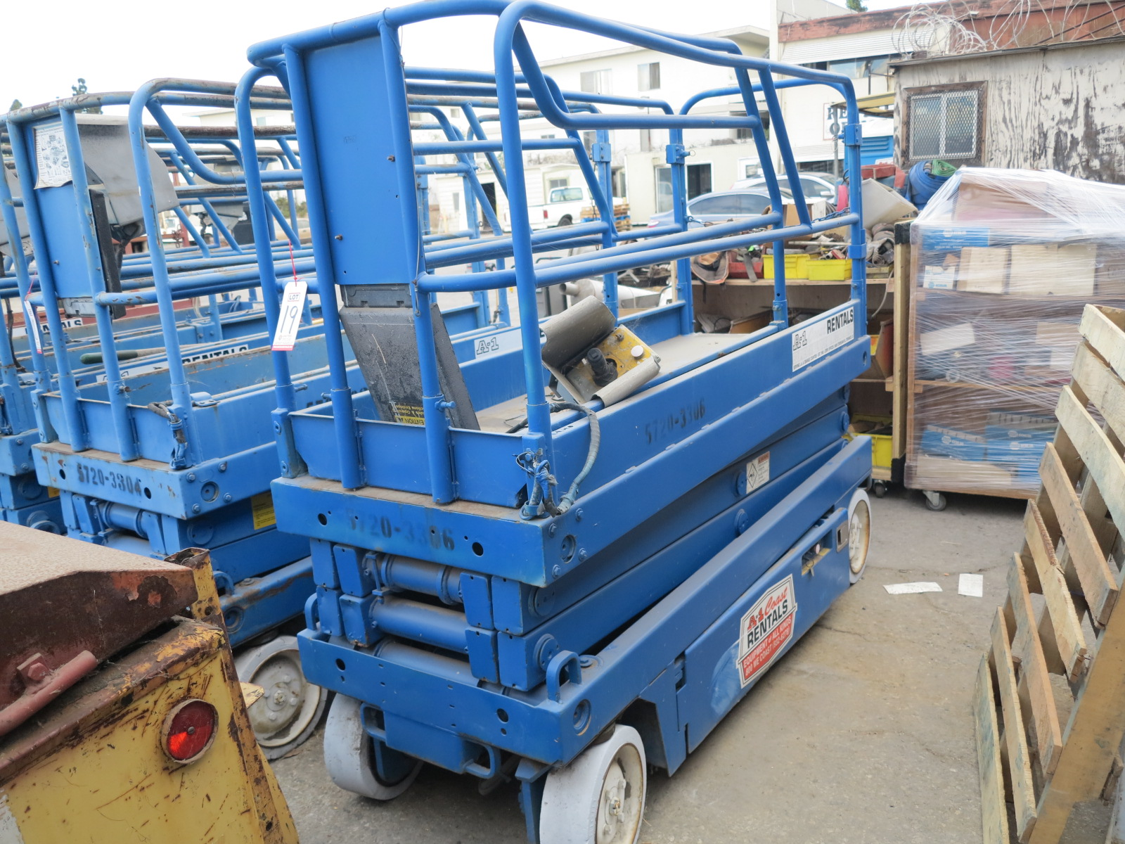 "Lot 19 - SCISSOR LIFT, 30"" X 88"" PLATFORM (OUT OF SERVICE)"