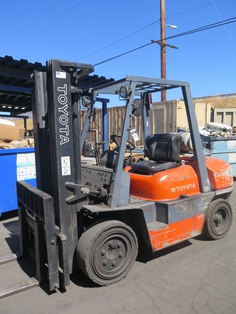 "Lot 272 - Toyota mdl. 42-6FGU35 7050 Lb Cap LPG Forklift s/n 60148 w/ 3-Stage Mast, 187"" Lift Height,"
