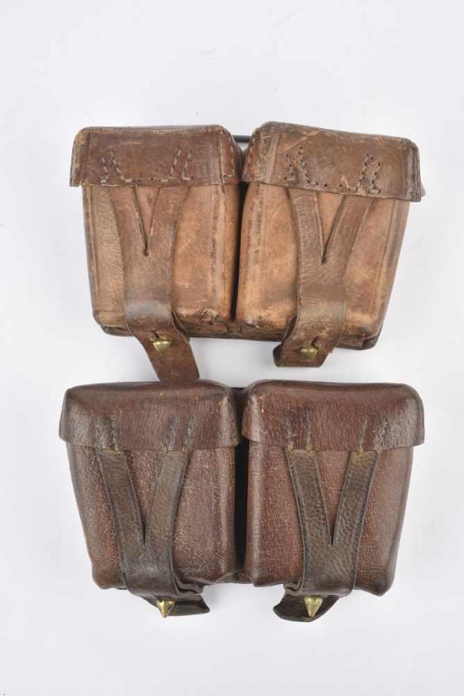 Paire de cartouchières pour fusil Mosin Cuir souple modèle cousu. Cartouchières datées 1938 et 39.