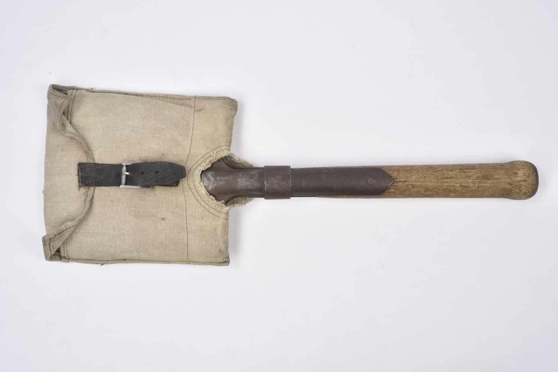 Pelle droite datée 1915 avec étui précoce. Cette pièce provient de la collection Philippe Rio. Son