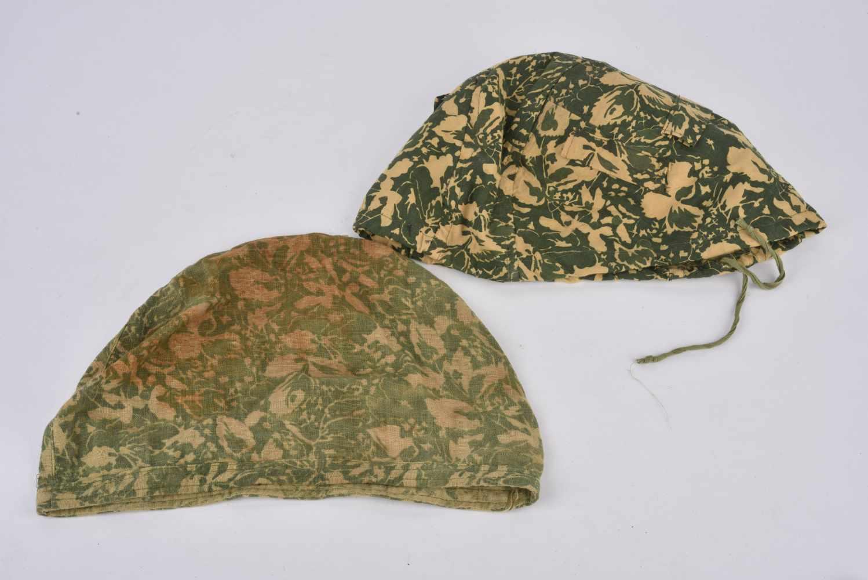 Lot de 2 couvre casque camouflé type petites feuilles non réglementaires. Cette pièce provient de la - Bild 2 aus 4