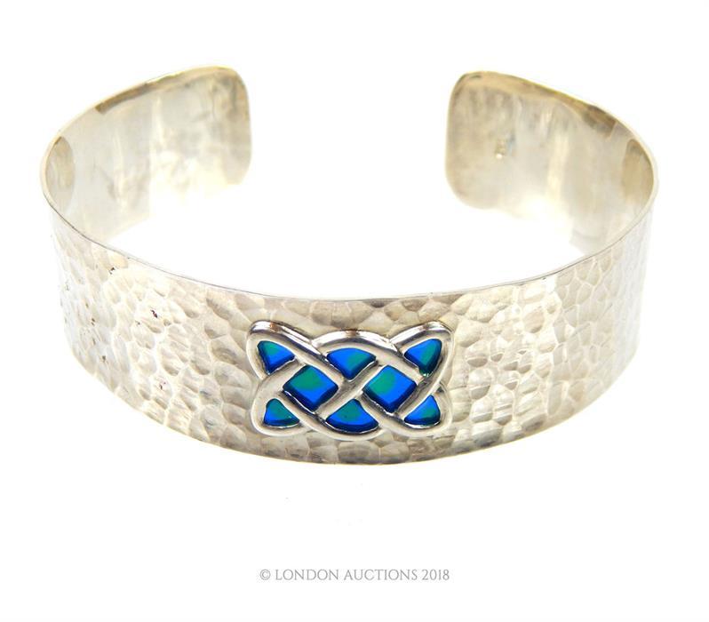 Lot 43 - Silver and blue, enamel Art Nouveau style bangle