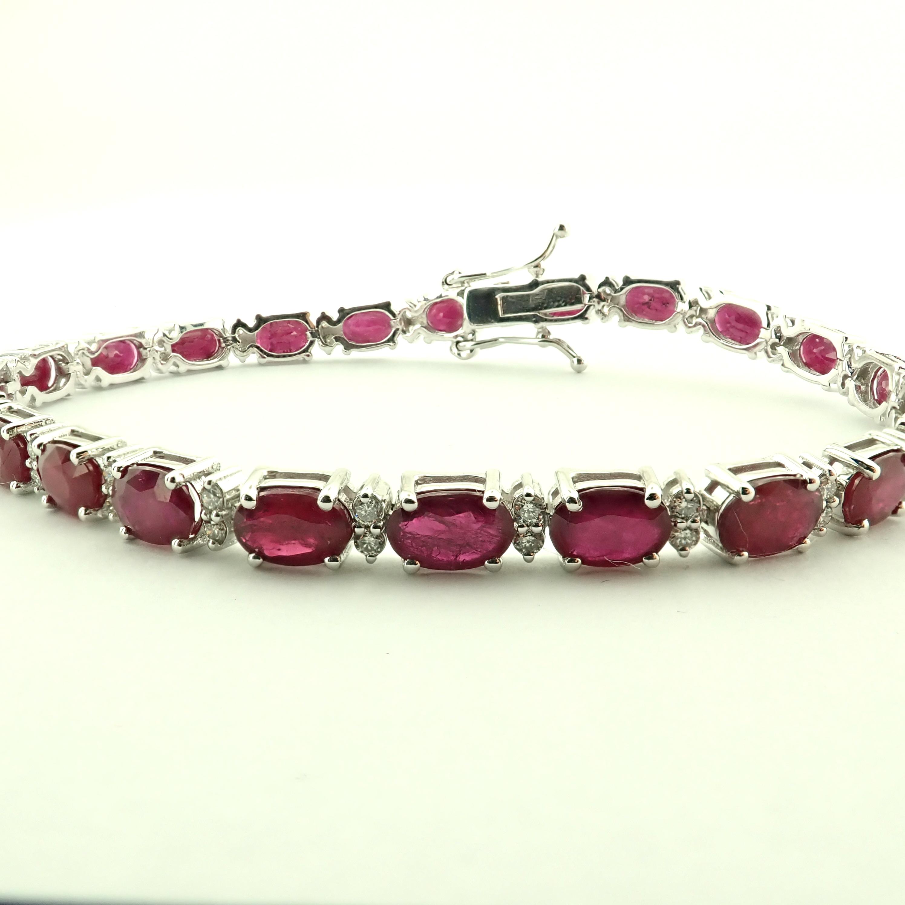 Lot 17 - 14K Diamond & Ruby Bracelet 11,87ct Total