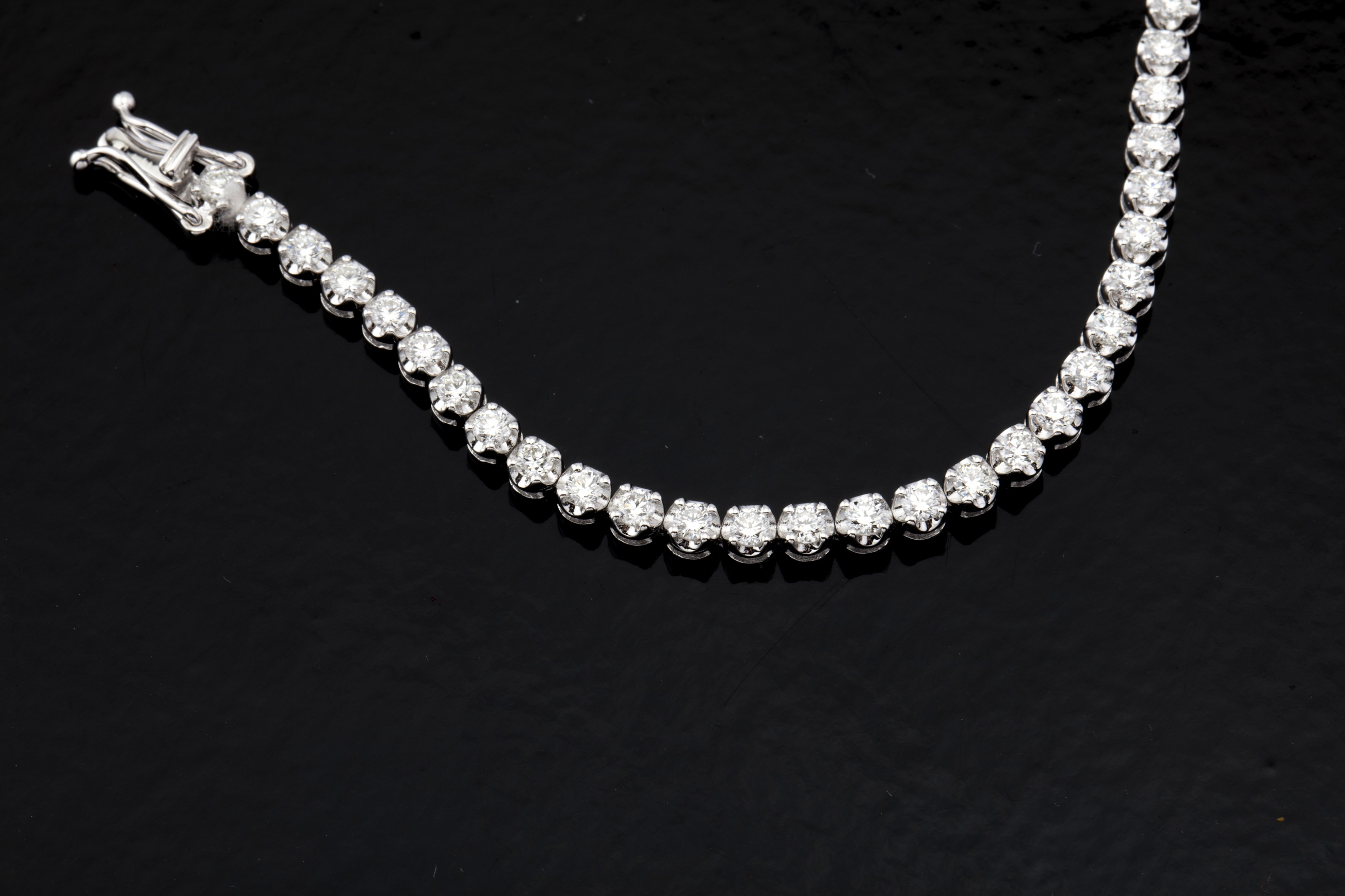 Lot 24 - 14K Diamond Bracelet 3,00ct