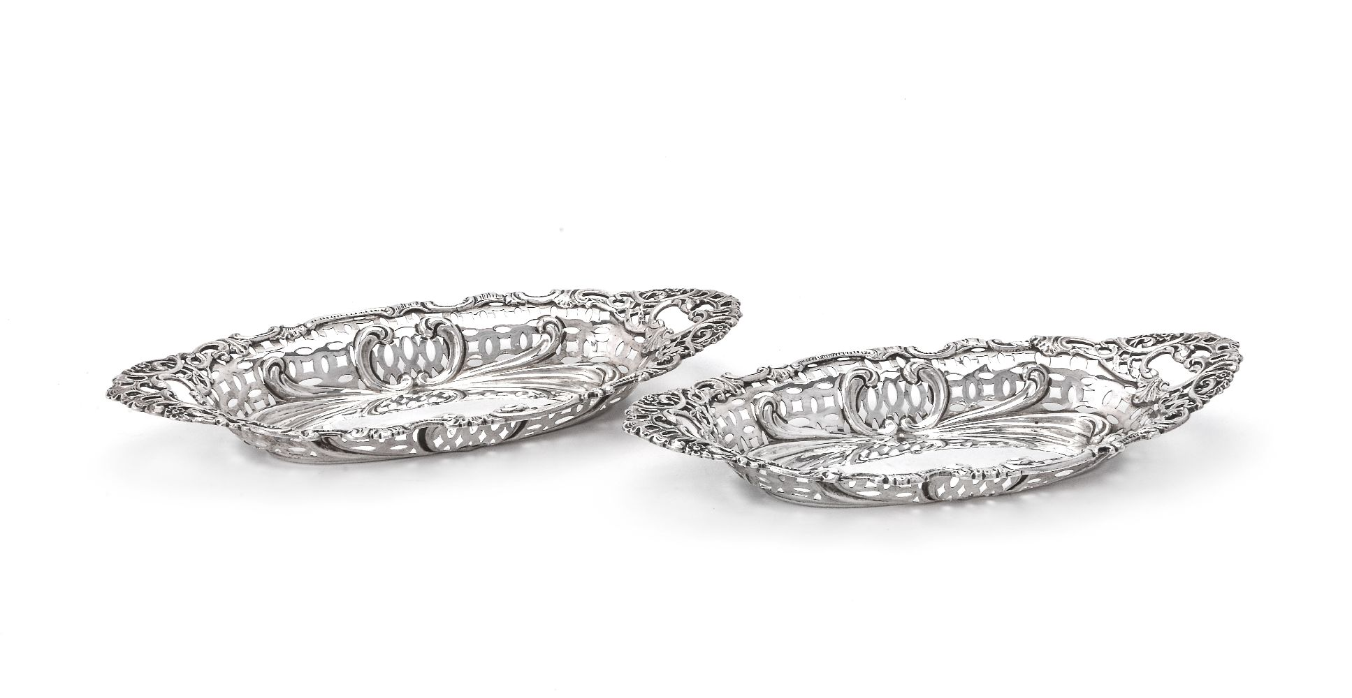 Lot 608 - A pair of Edwardian silver shaped navette sweet dishes by Henry Matthews