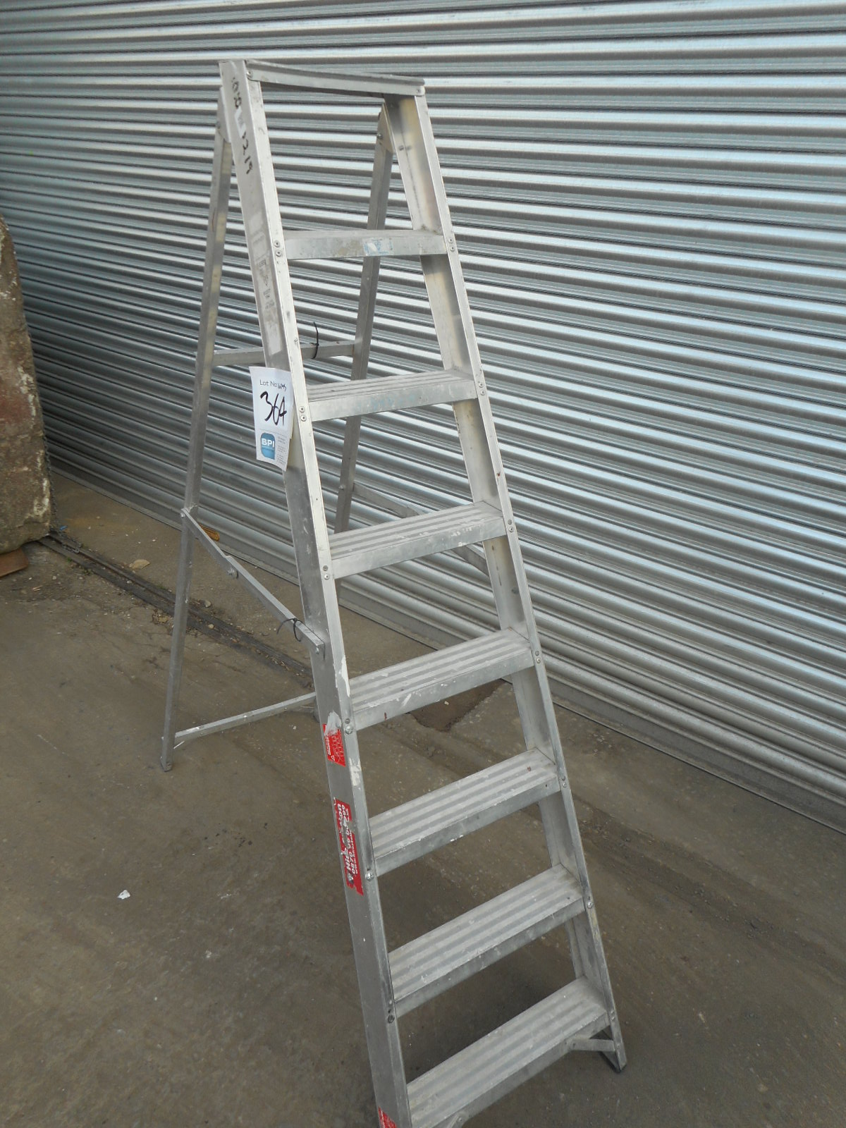 UNKNOWN UNKNOWN {035140} ALLOY SWING-BACK STEP LADDER - 8 ...