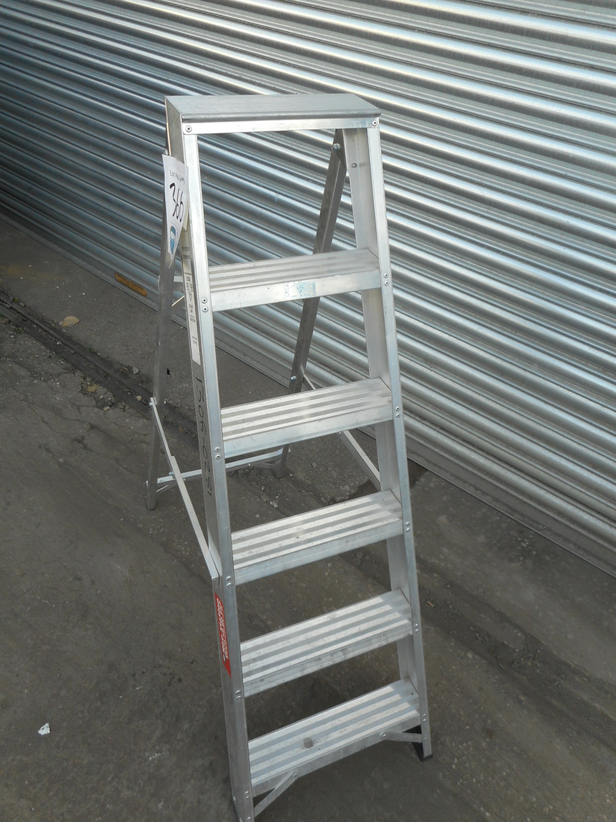UNKNOWN UNKNOWN {035135} ALLOY SWING-BACK STEP LADDER - 6 ...