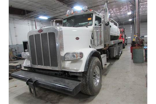 2011 Peterbilt 388 Water Truck ISX15 1800 Cummins 525 HP Diesel, 8