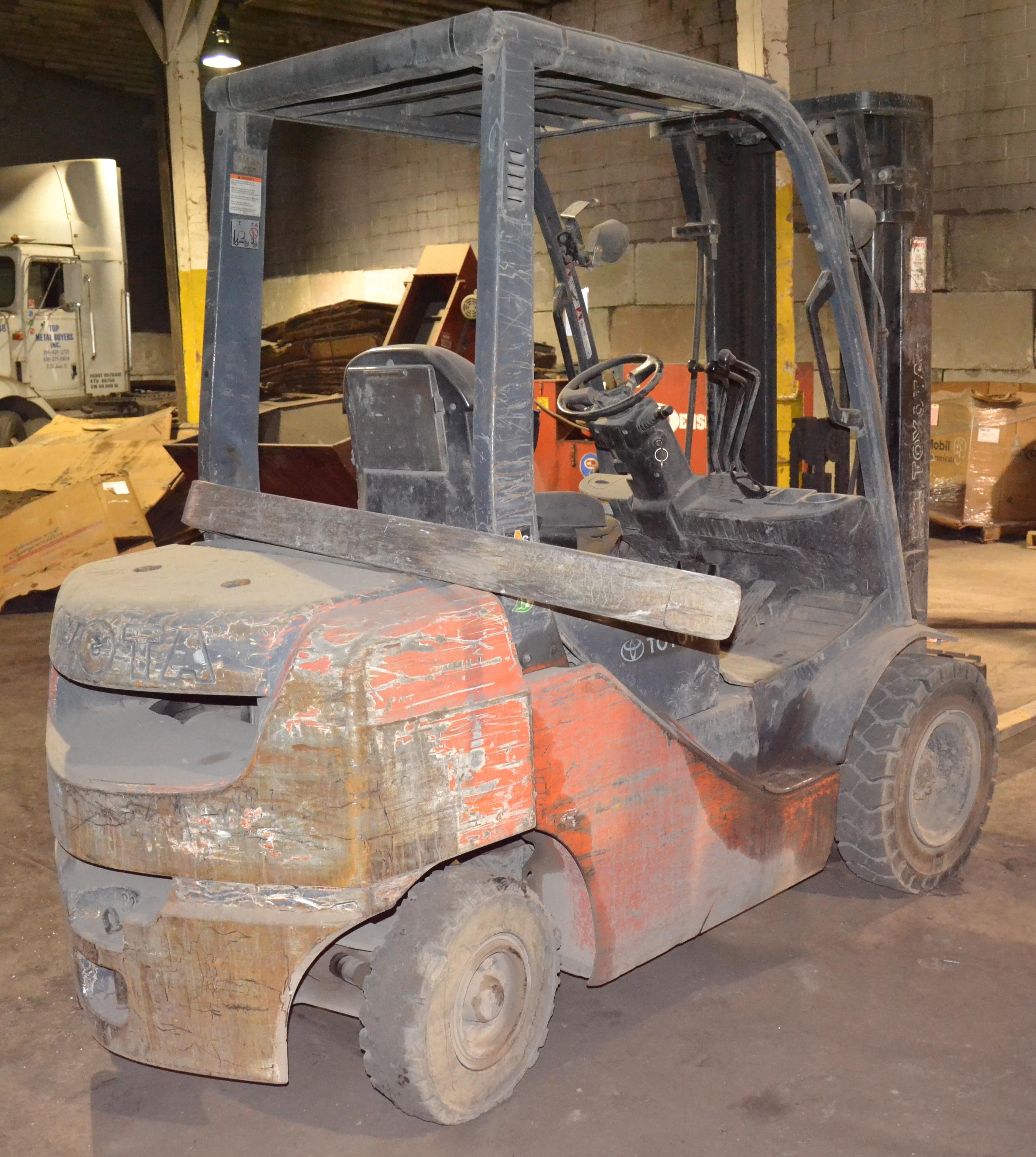 Four Way Side Loader Forklift Mitsubishi Rbm2025k Series: Toyota Model 8FDU25, 4,850-Lb Capacity Forklift, Diesel, 3