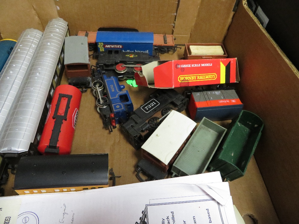 Lot 60 - Trains and carriages
