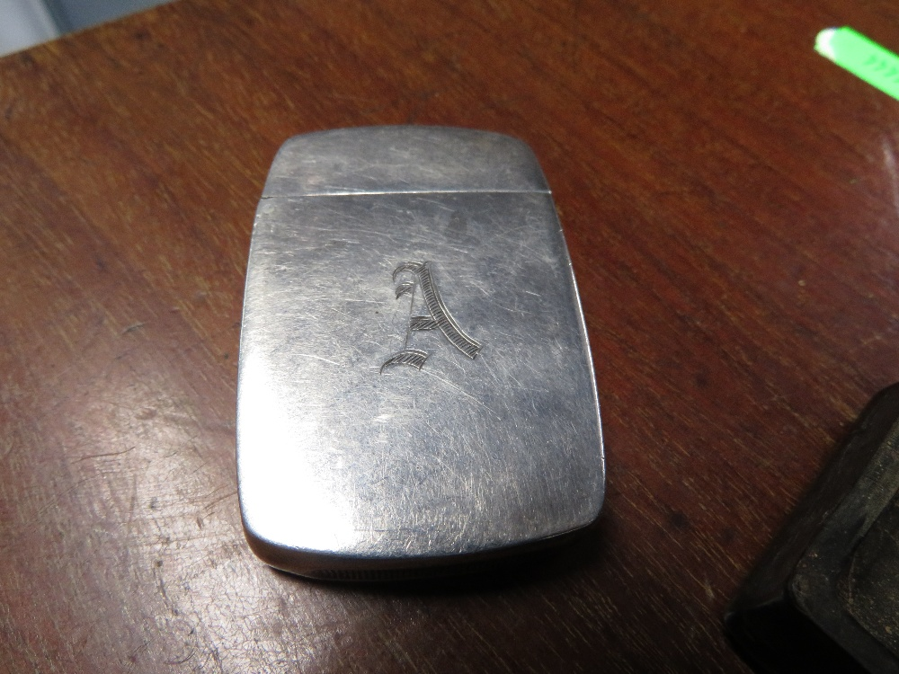 Lot 18 - White metal vesta and horn snuff box