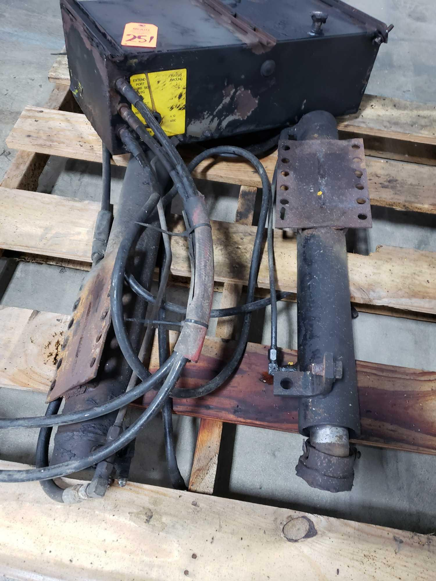 Lot 251 - Milwaukee Truck-Lift hydraulic unit with two rams.