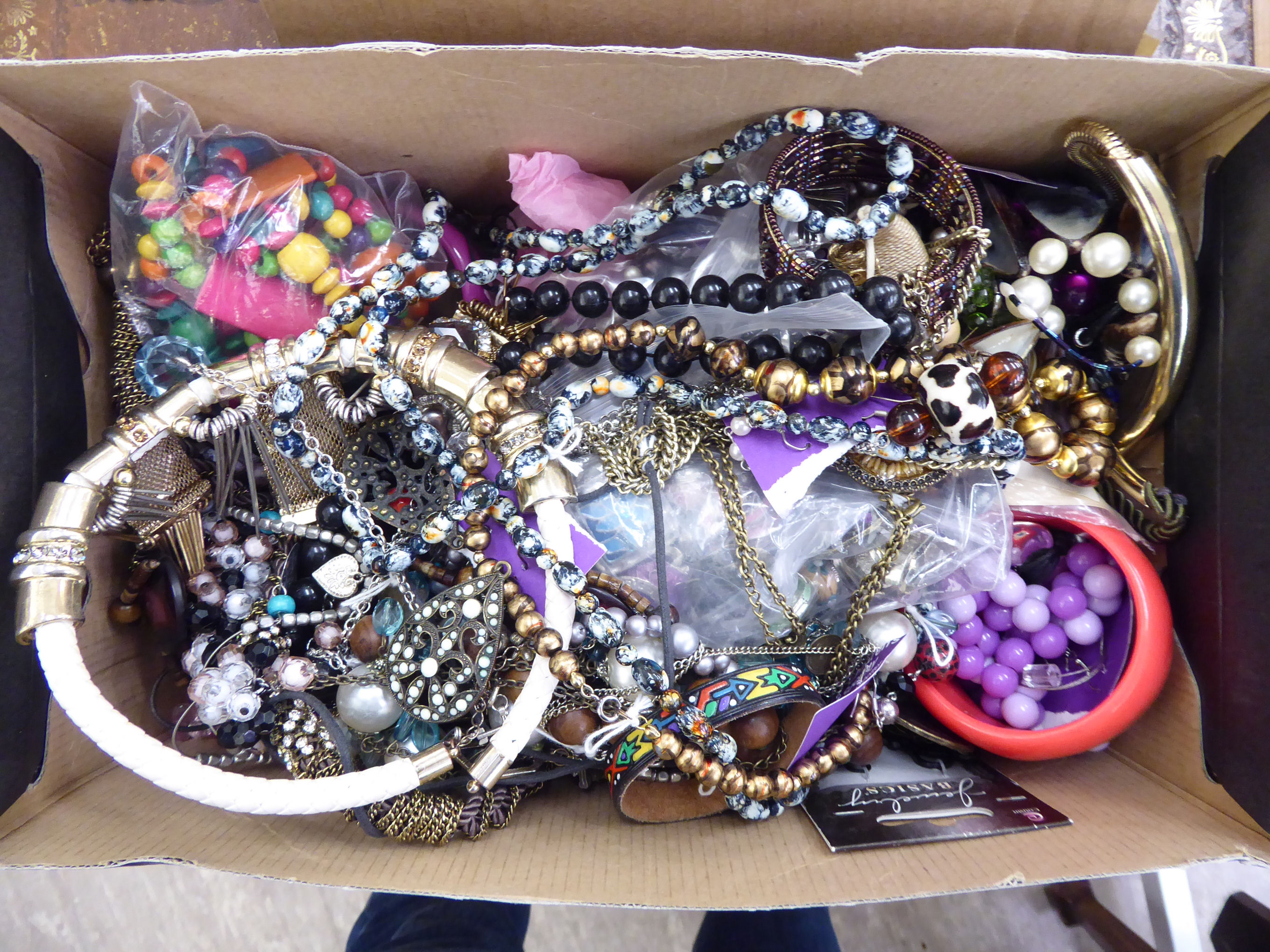 Lot 65 - Costume jewellery: to include coloured bead necklaces CS