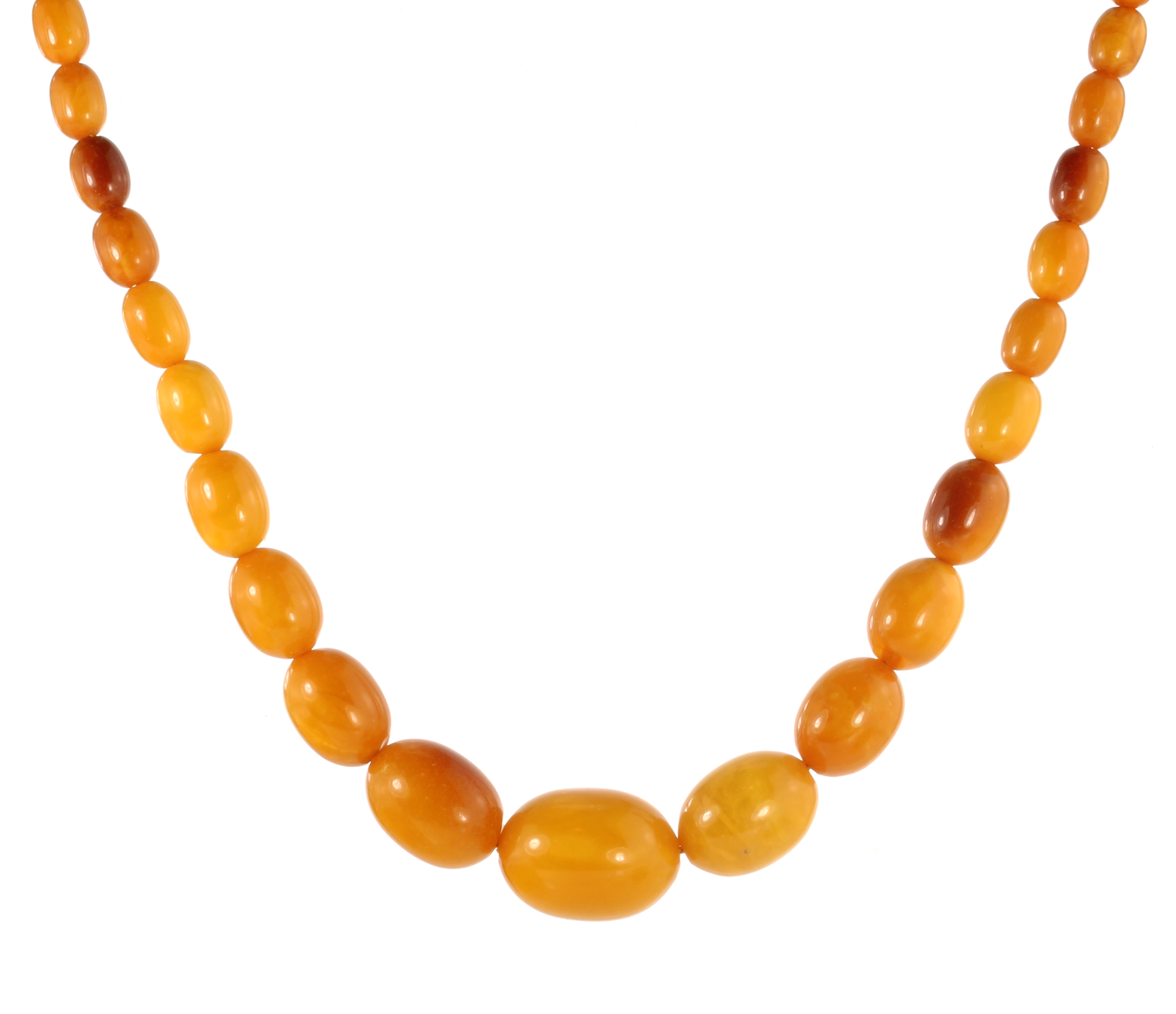 Los 8 - A NATURAL AMBER BEAD NECKLACE comprising a single row of forty graduated polished oval beads up to