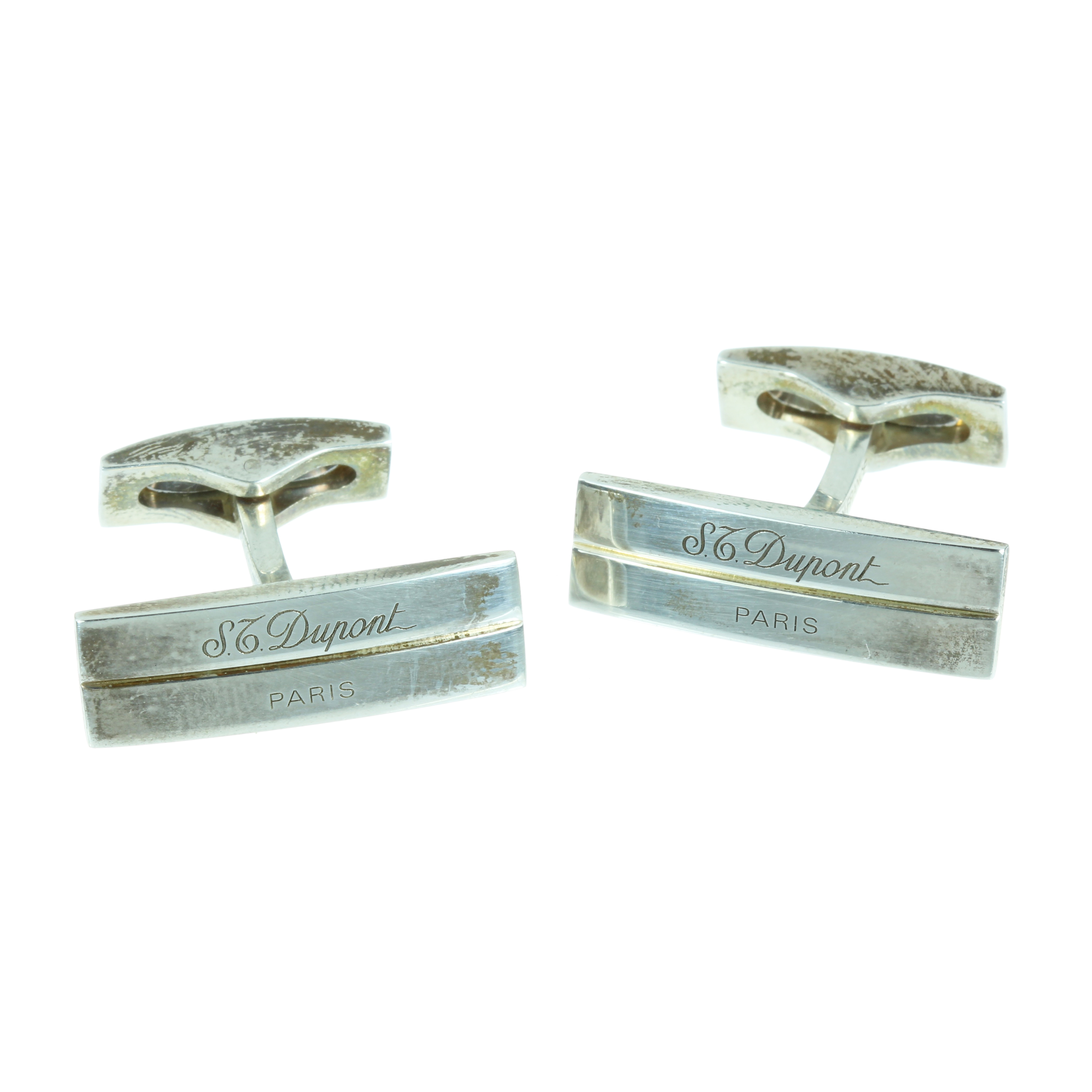 Los 37 - A PAIR OF CUFFLINKS BY DUPONT in sterling silver, each with an elongated rectangular face, signed