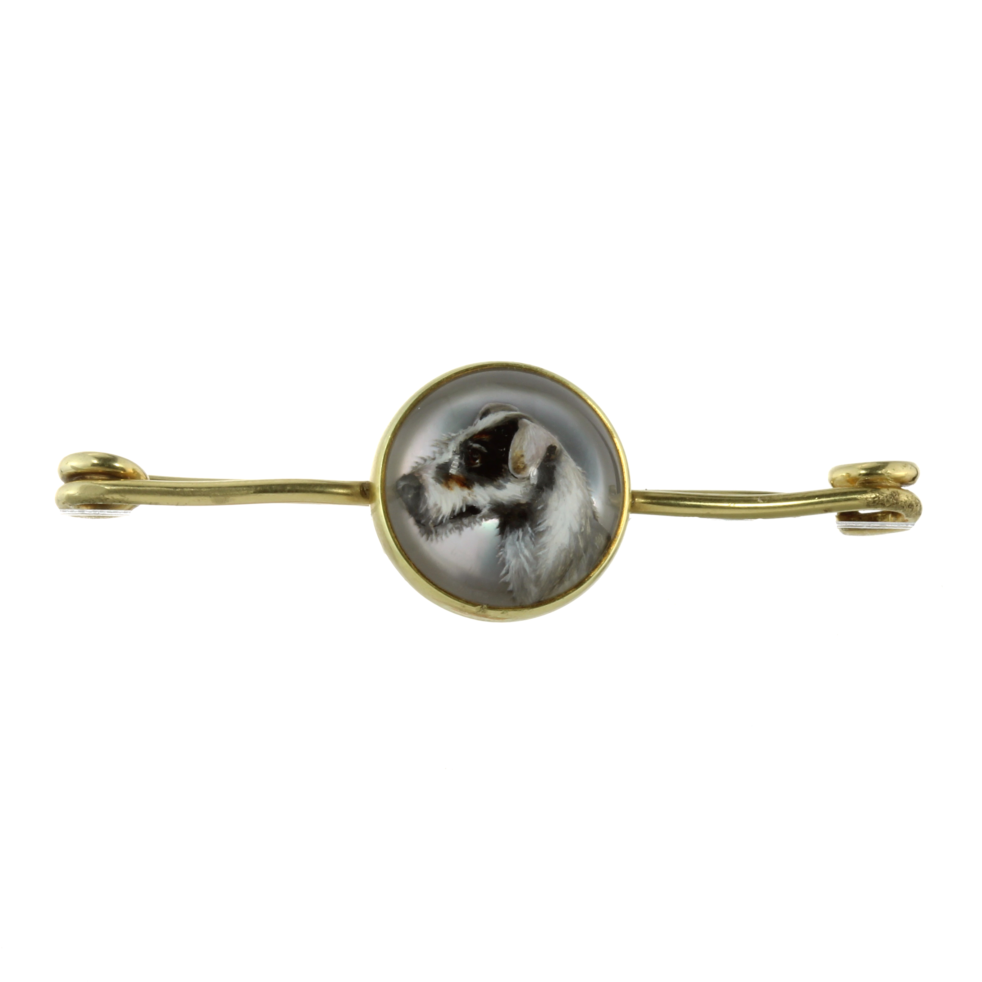 AN ESSEX CRYSTAL DOG BROOCH, TIFFANY & CO in 14ct yellow gold, the plain bar brooch set to the front