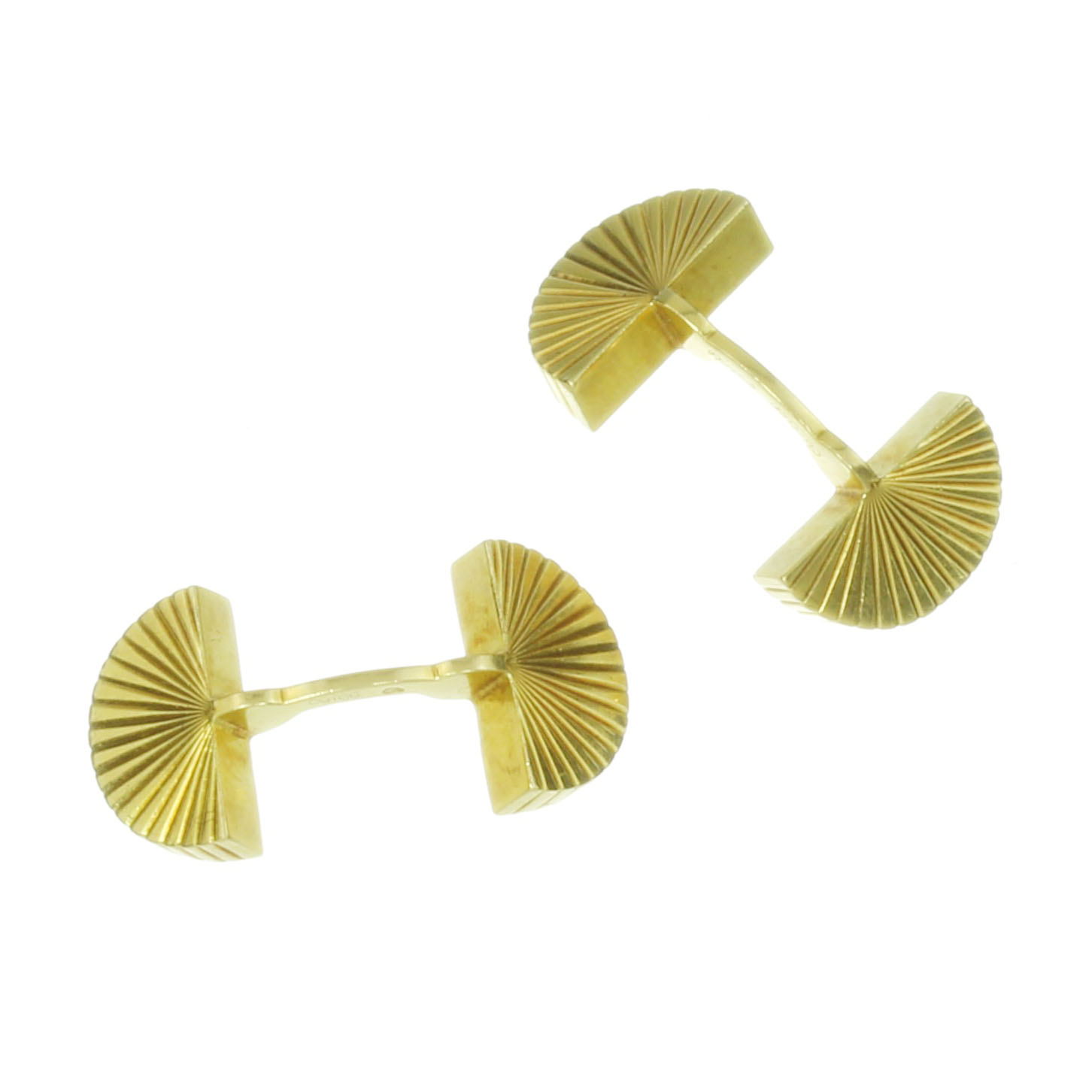 Los 52 - A PAIR OF FAN CUFFLINKS BY CARTIER in 18ct yellow gold each designed as two fan shaped links with
