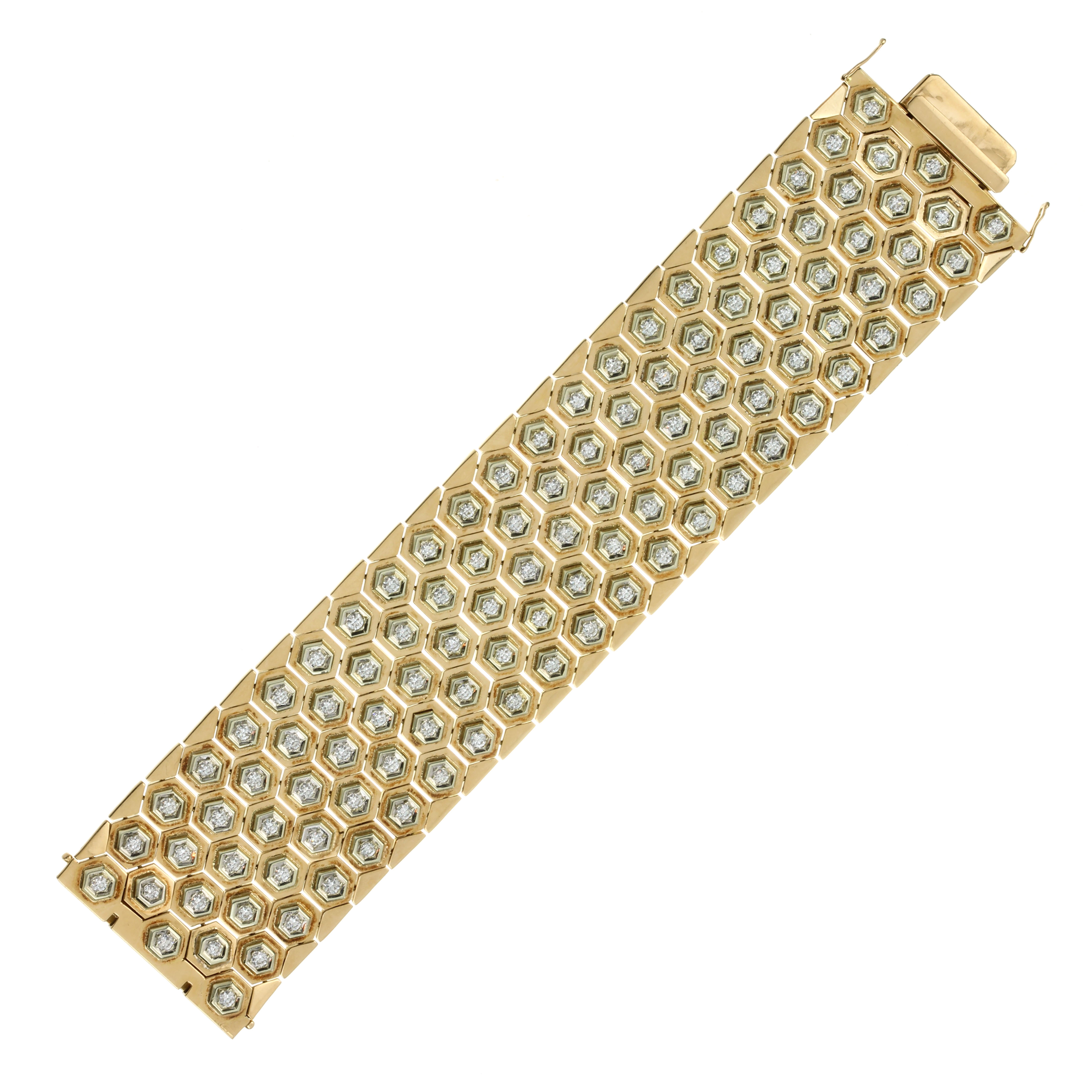 Los 60 - A DIAMOND FANCY LINK BRACELET in 18ct yellow gold, probably Italian, comprising five rows of