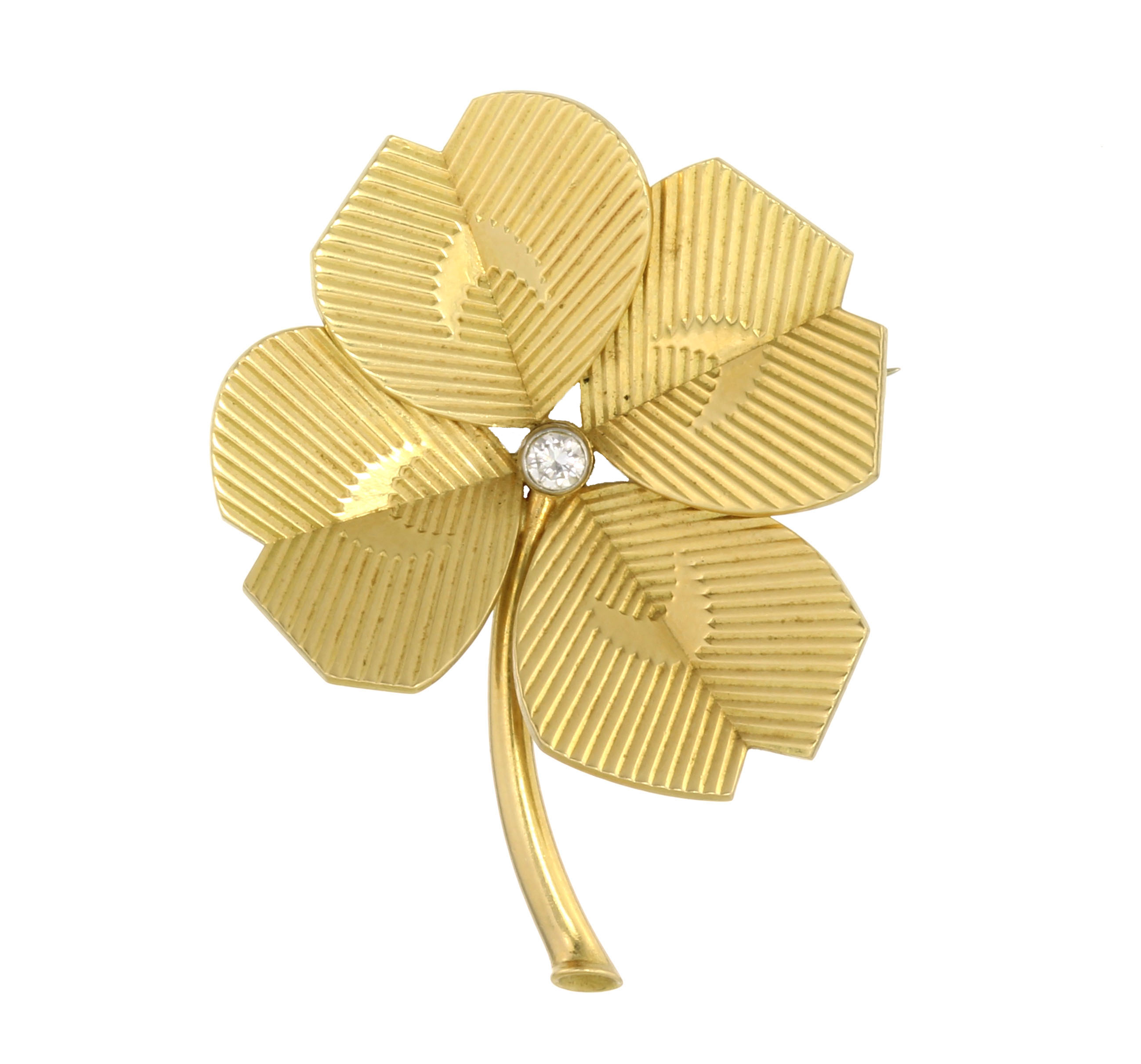 Los 57 - A VINTAGE DIAMOND FLOWER BROOCH, CARTIER 1960 in 18ct yellow gold designed as a flower, its