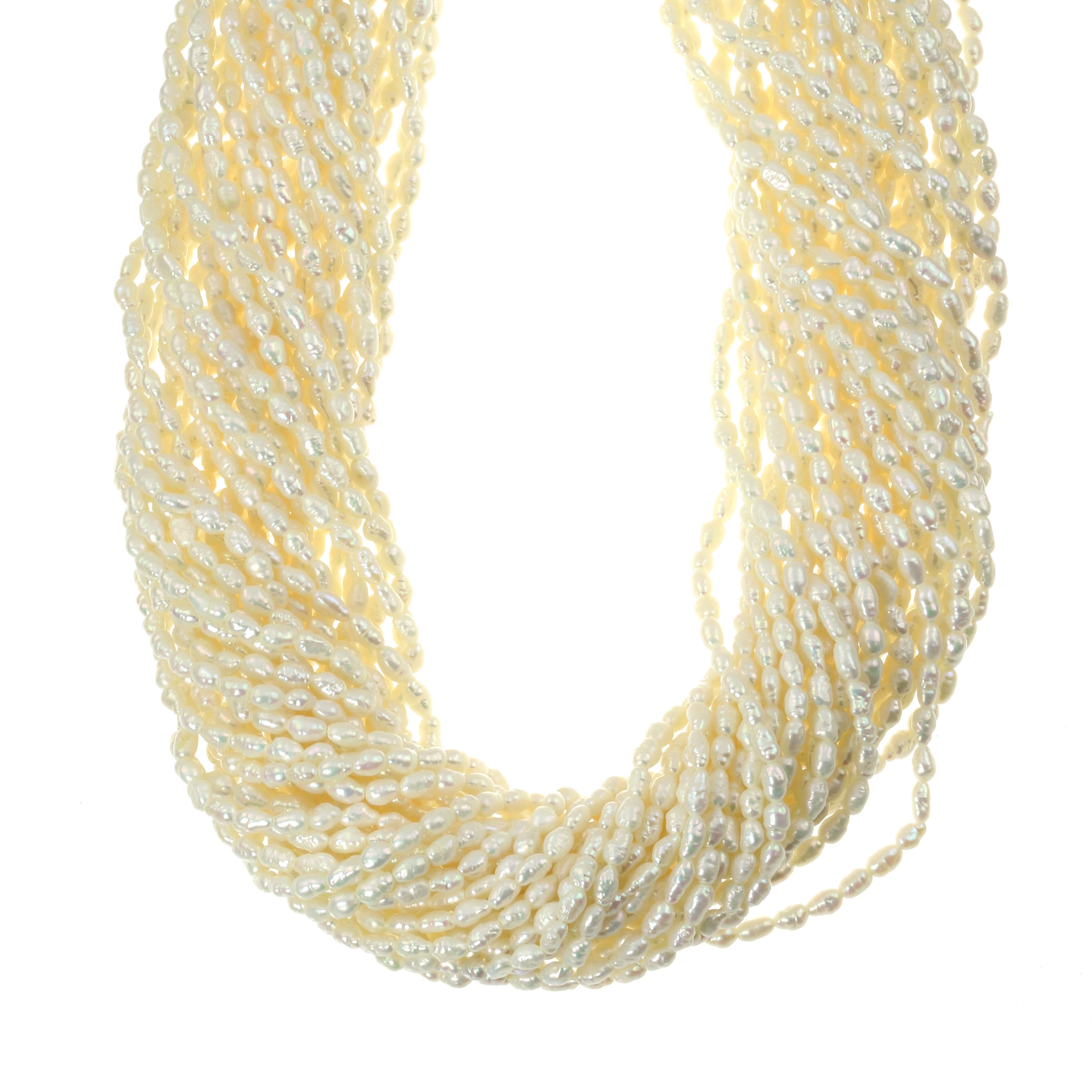 Los 17 - A PEARL TORSAE NECKLACE in 18ct yellow gold, comprising several strands of pearls twisted around