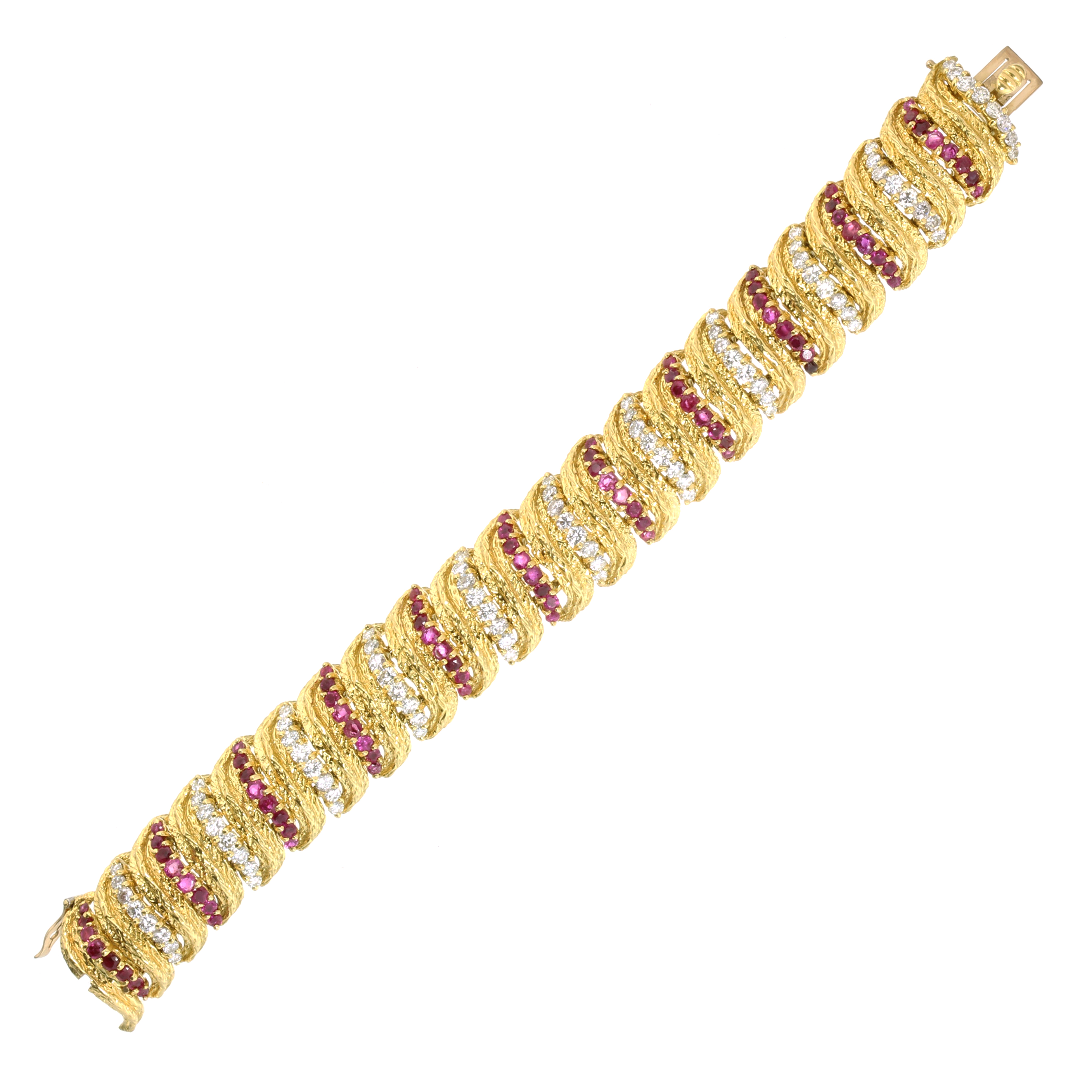 Los 64 - A VINTAGE RUBY AND DIAMOND BRACELET, KUTCHINSKY 1966 in 18ct yellow gold comprising a single row