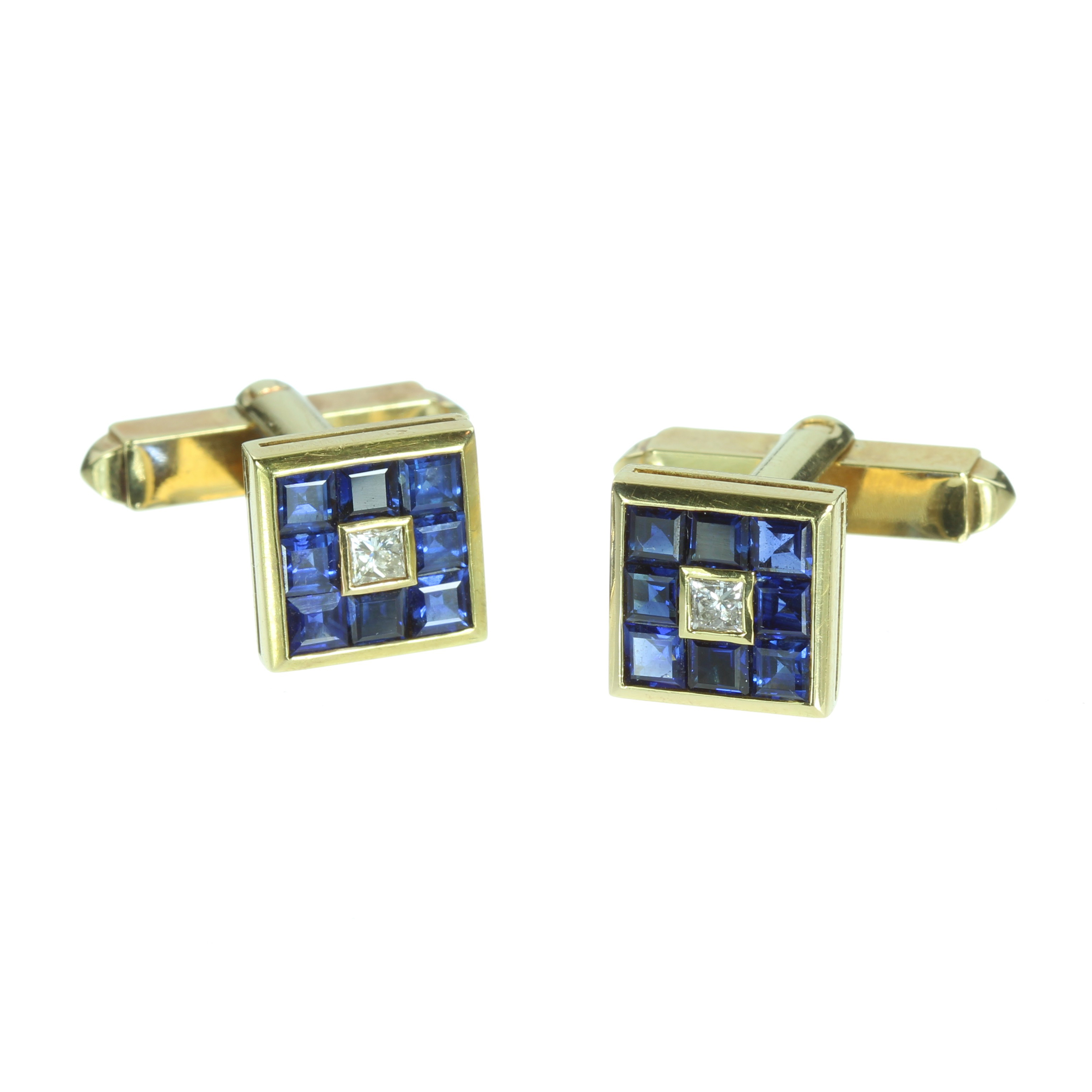 Los 41 - A PAIR OF BLUE SAPPHIRE AND DIAMOND CUFFLINKS in high carat gold each square face set with a