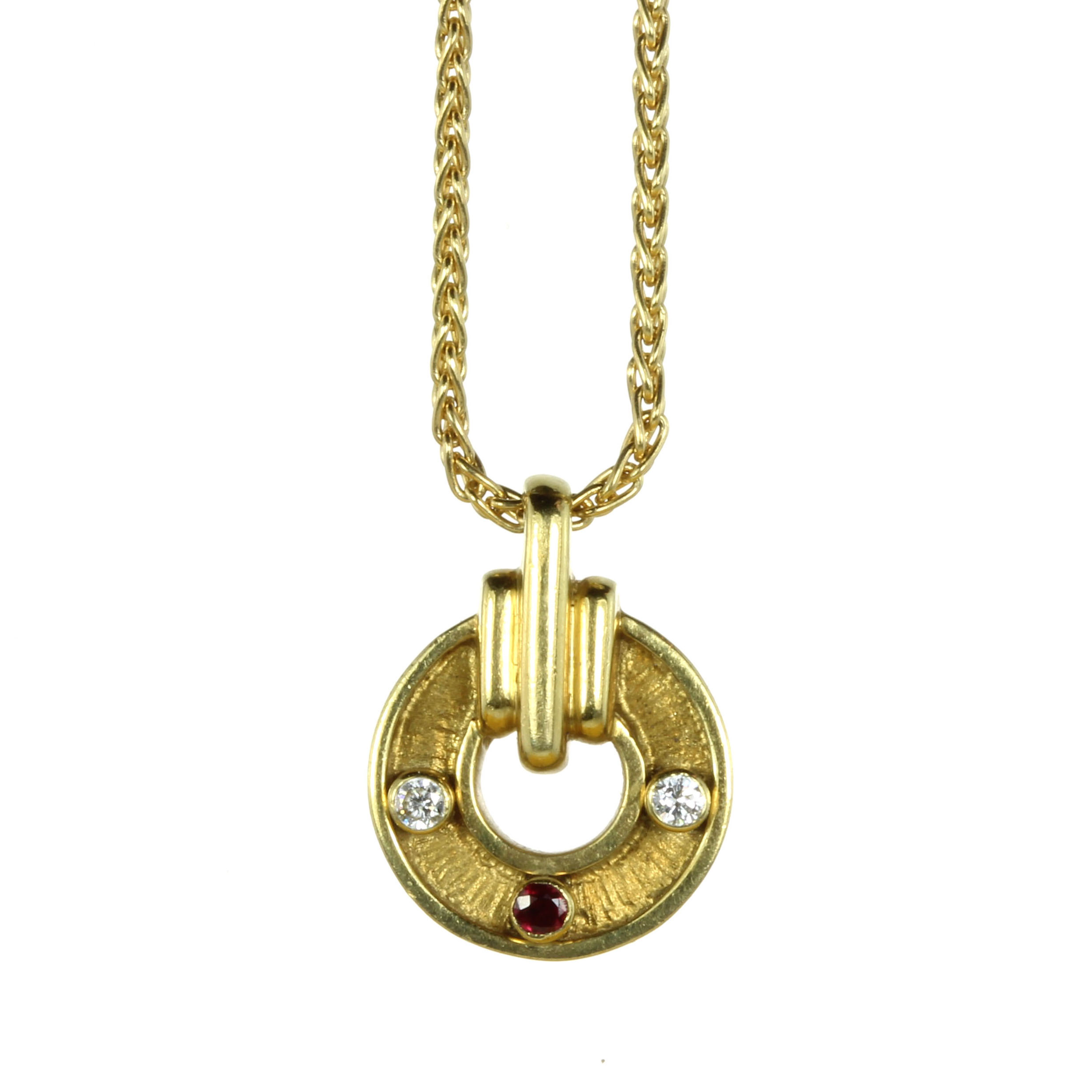 Los 62 - A VINTAGE RUBY AND DIAMOND PENDANT, KUTCHINSKY in 18ct yellow gold, the circular motif with textured