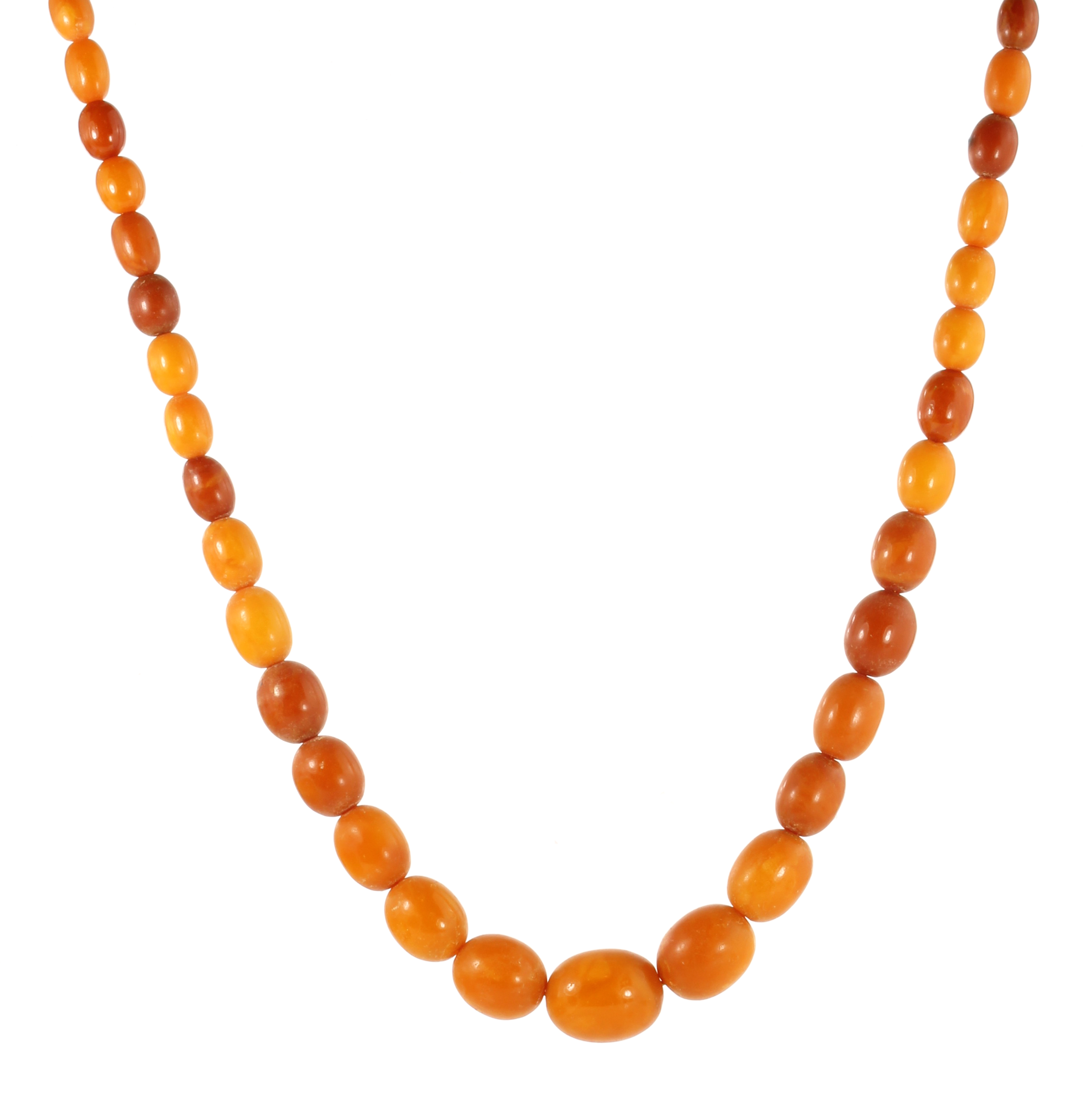 Los 9 - A NATURAL AMBER BEAD NECKLACE comprising a single row of eighty-three graduated polished oval