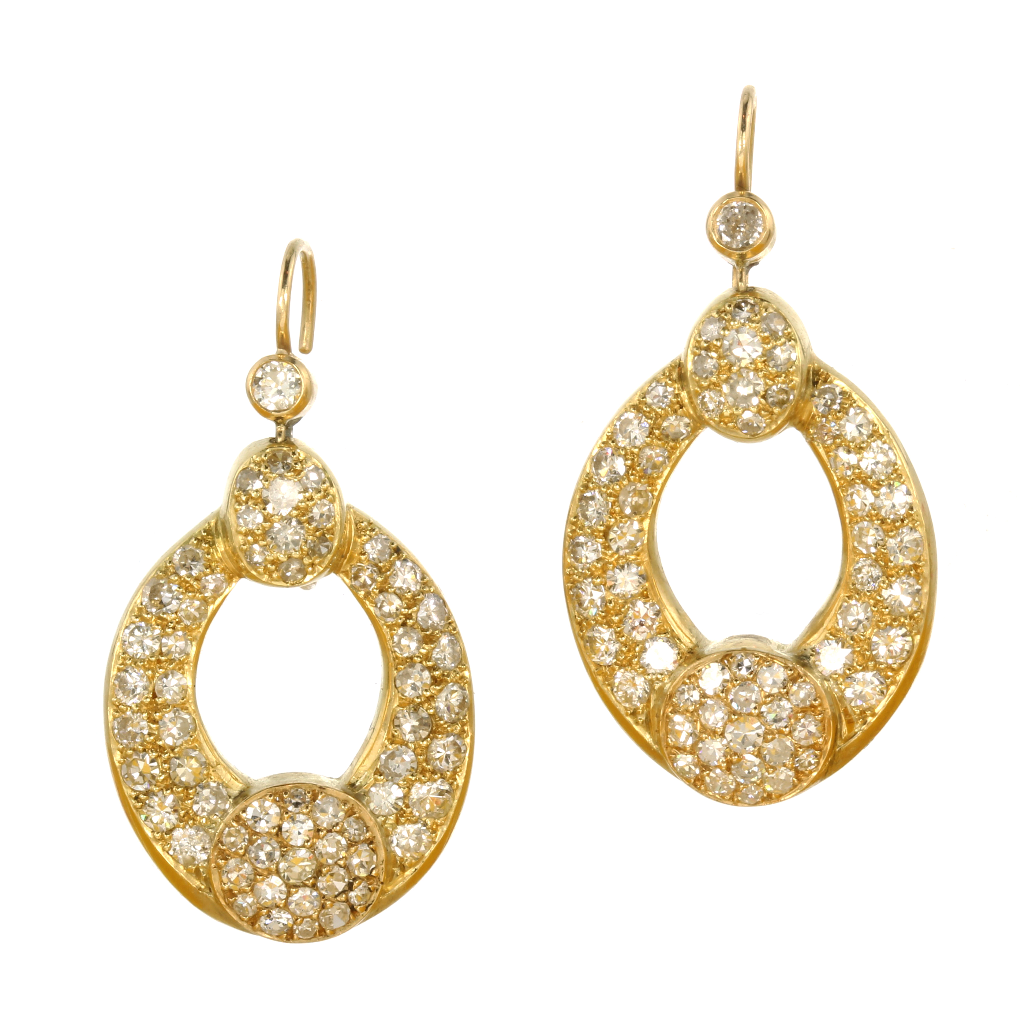 Los 55 - A PAIR OF DIAMOND EARRINGS in high carat yellow gold each comprising two graduated diamond set
