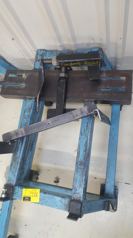 Lot 1454 - Blue Engine Stand w/Ford Attachments